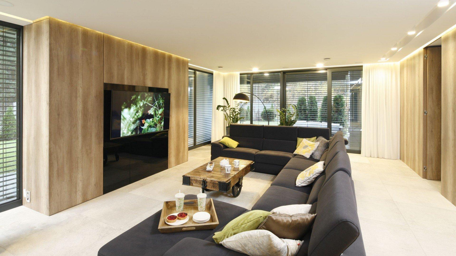 Domov s mechovou stěnou v interiéru