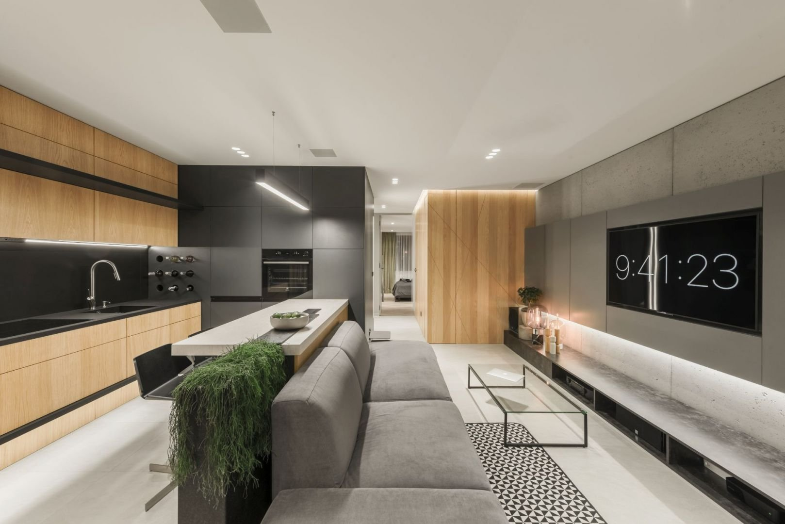 Vkusnost, přesnost, příroda a harmonie. To jsou hlavní rysy tohoto krásného interiéru. Stylové a minimalistické řešení zaručuje funkčnost, nadčasovost, ale i působivý design. Každý nejmenší prvek tohoto bytu se dokonale hodí ke zbytku.