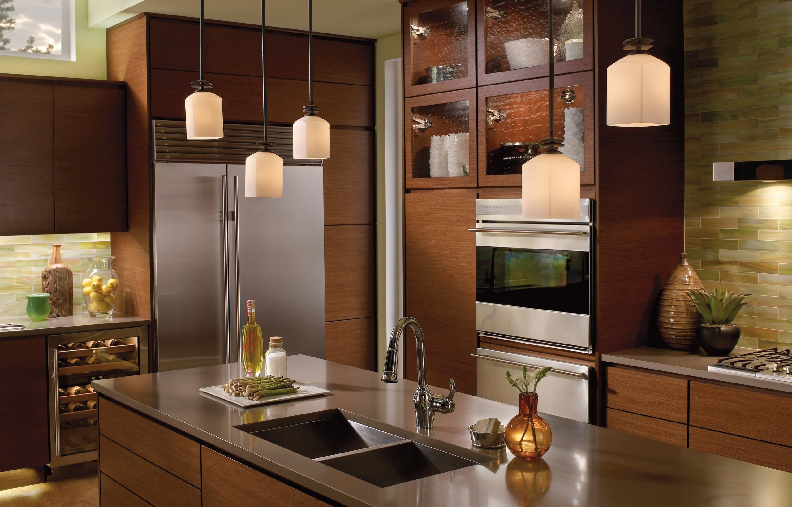 Zaostřeno na kuchyň: lamino láká barvami, masiv luxusem