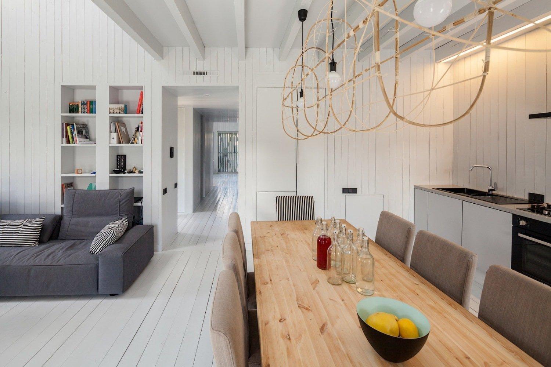 Jestliže architekt navrhuje dům sám pro sebe, je téměř jisté, že to bude něco neobvyklého a úžasného. Architekt má výhodu v tom, že si může vymyslet přesně takové bydlení, o jakém kdy snil – a zároveň má potřebné znalosti k realizaci. Dělá si vlastně klienta i architekta zároveň. Jedním z takových domů je rodinný dům ruského architekta Alexeya Ilyina, který se nachází blízko Moskvy.