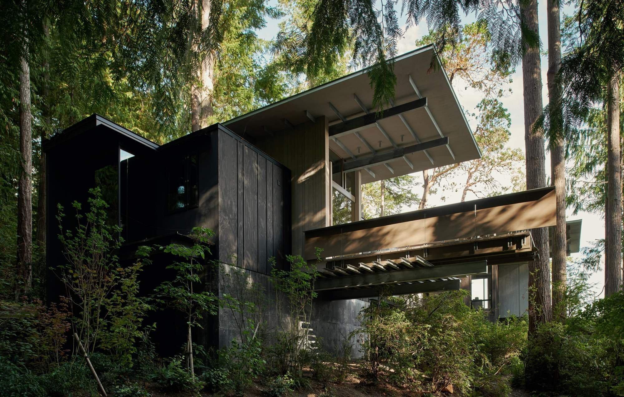 Domov uprostřed lesa budoval přes 60 let