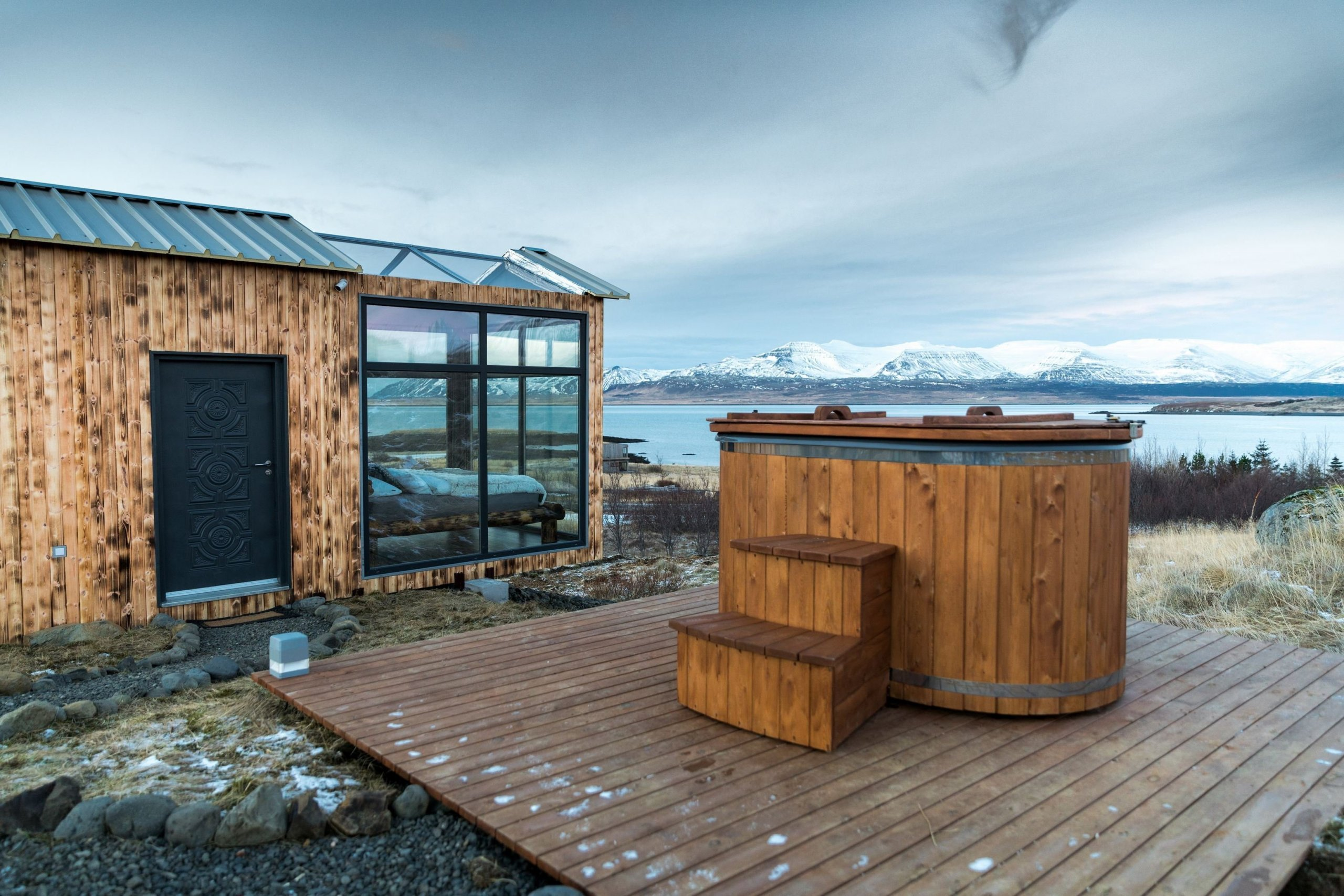 Prosklená chata na Islandu pro milovníky polární záře
