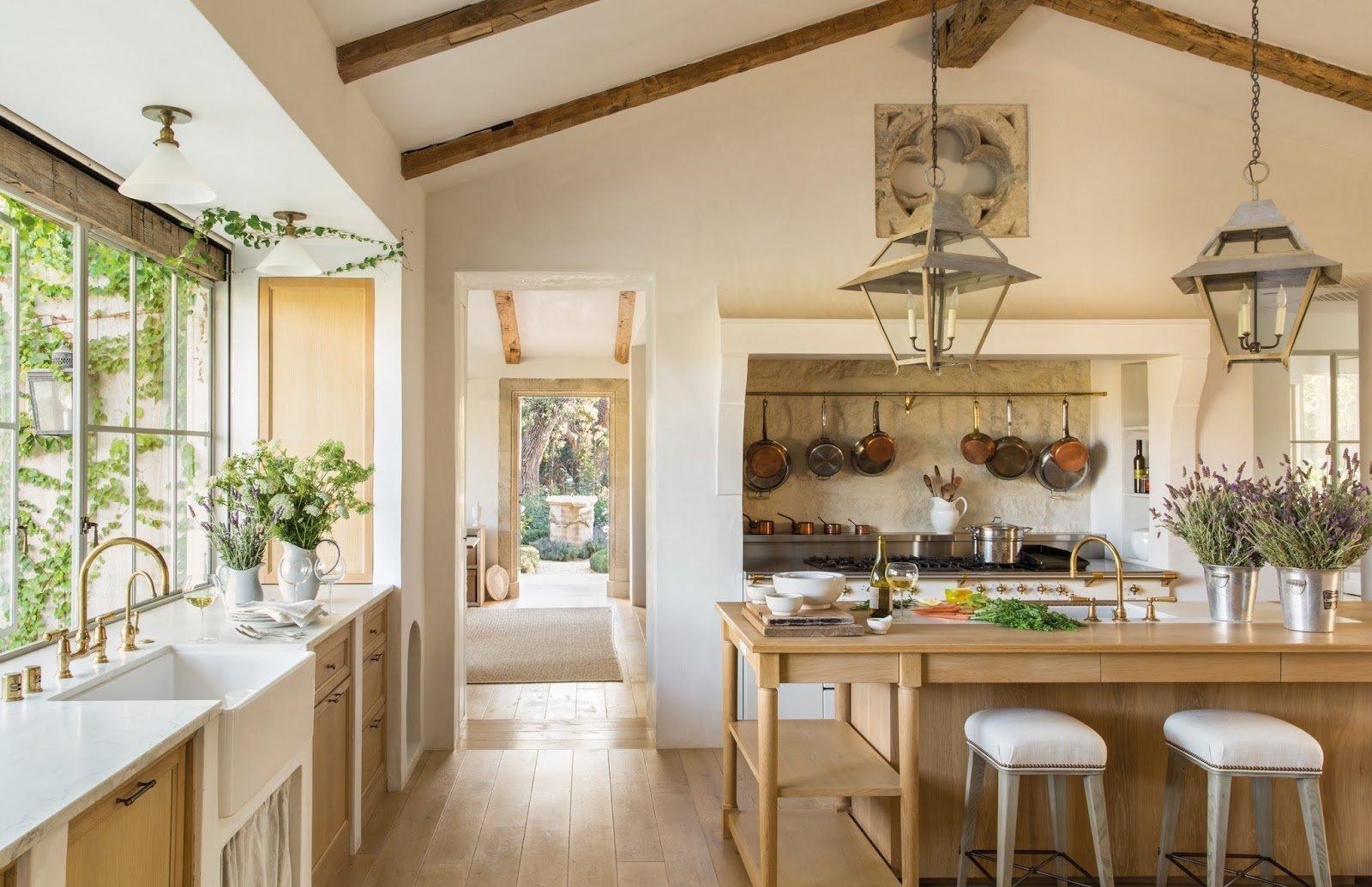 prostorná kuchyň s varným centrem v ostrůvku