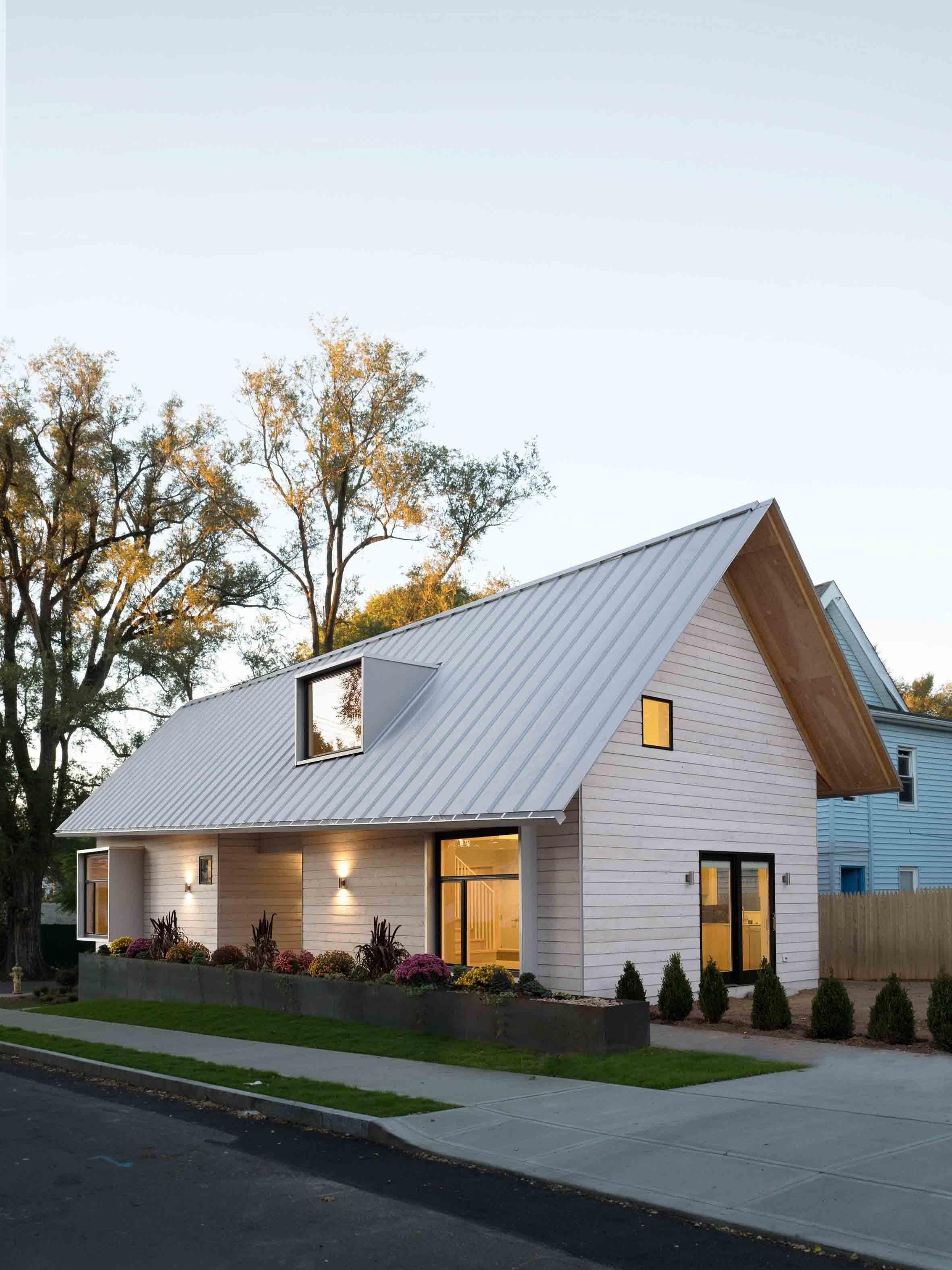 Studenti oboru architektury z Yale University vytvořili v New Haven v Connecticutu budovu využívající prefabrikovaných konstrukčních prvků, která má sloužit lidem bez domova.