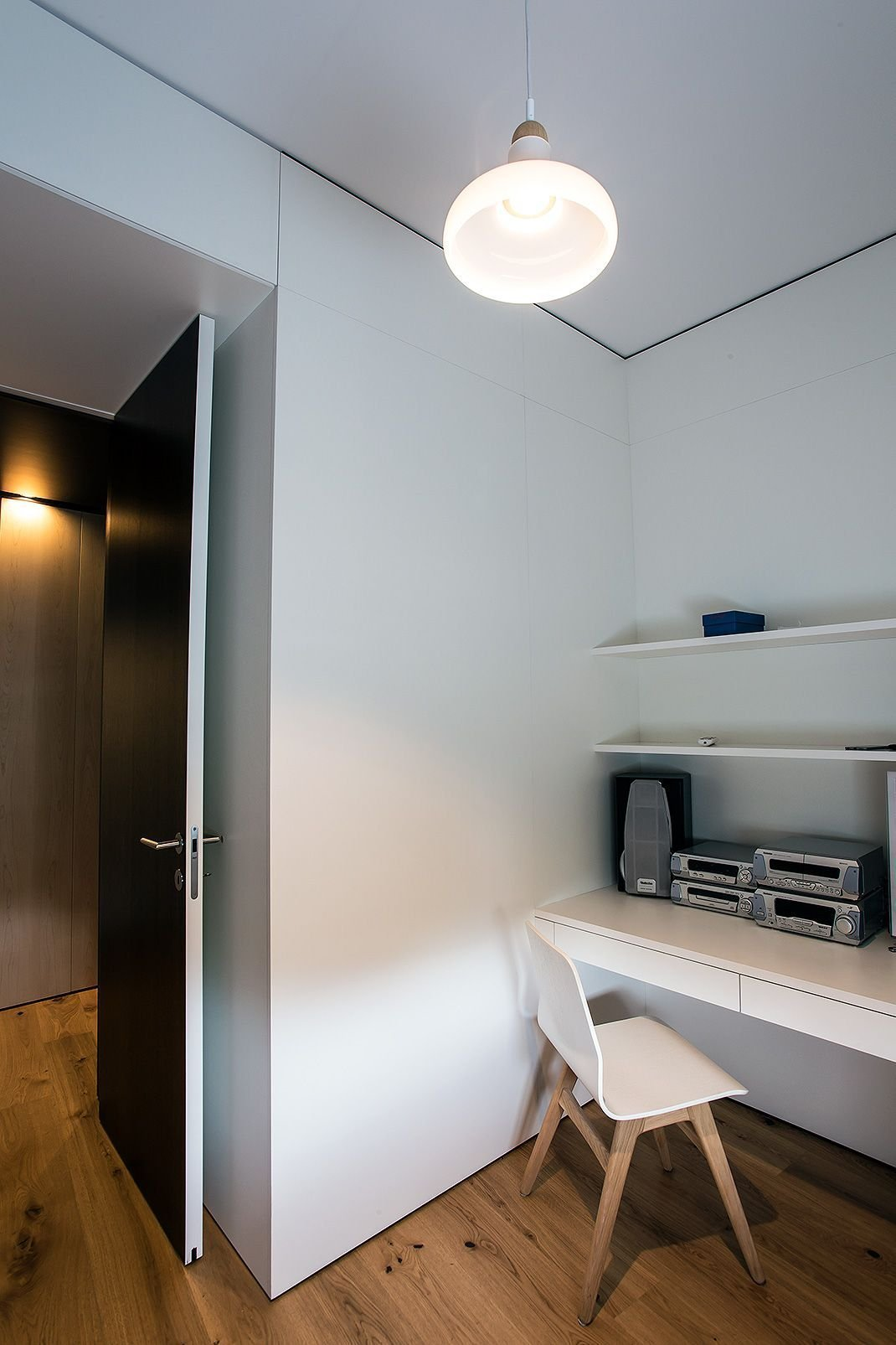 Proměna bytu? Černá mozaika i kuchyň bez horních skříněk