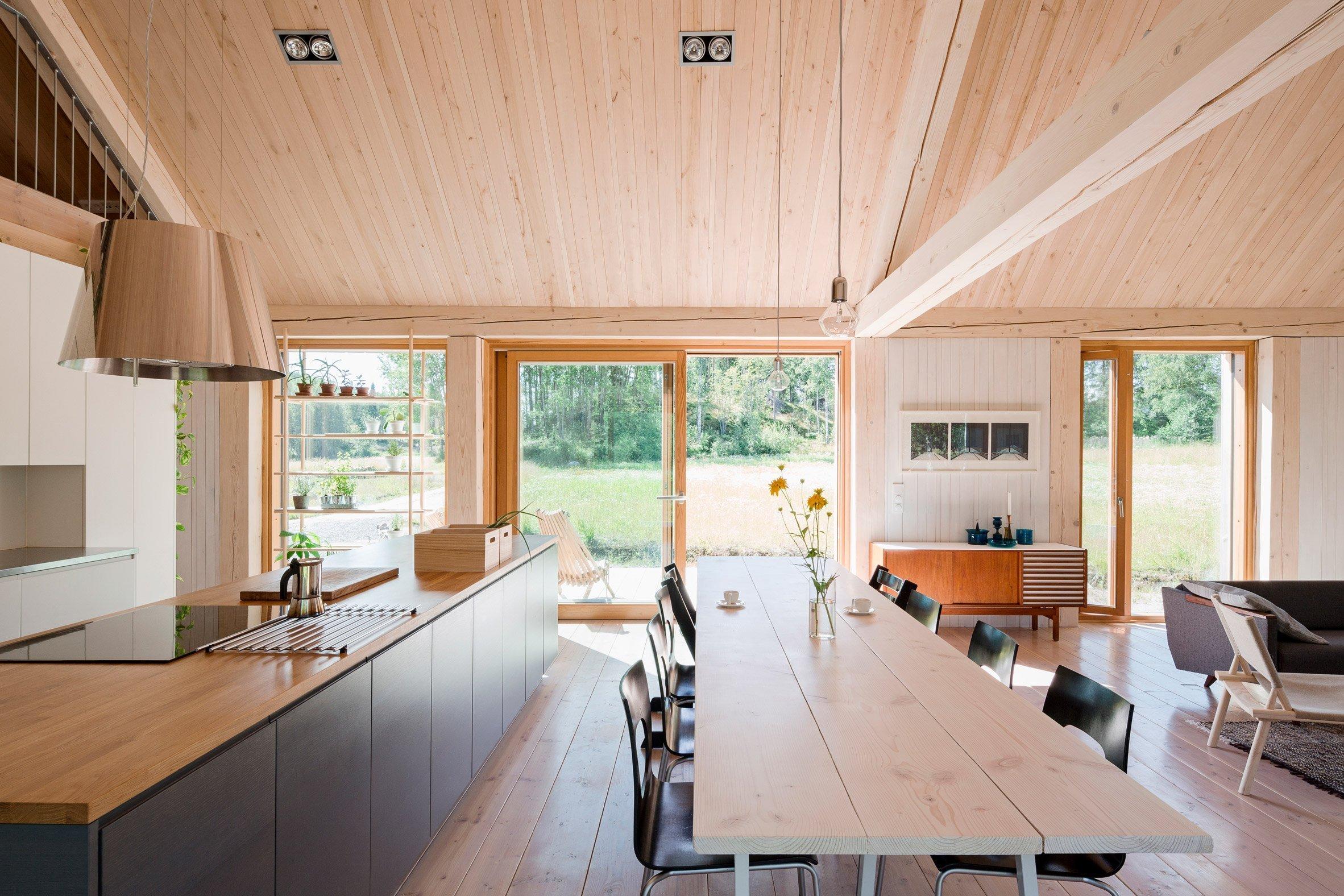 Skvěle řešená finská dřevostavba u jezera