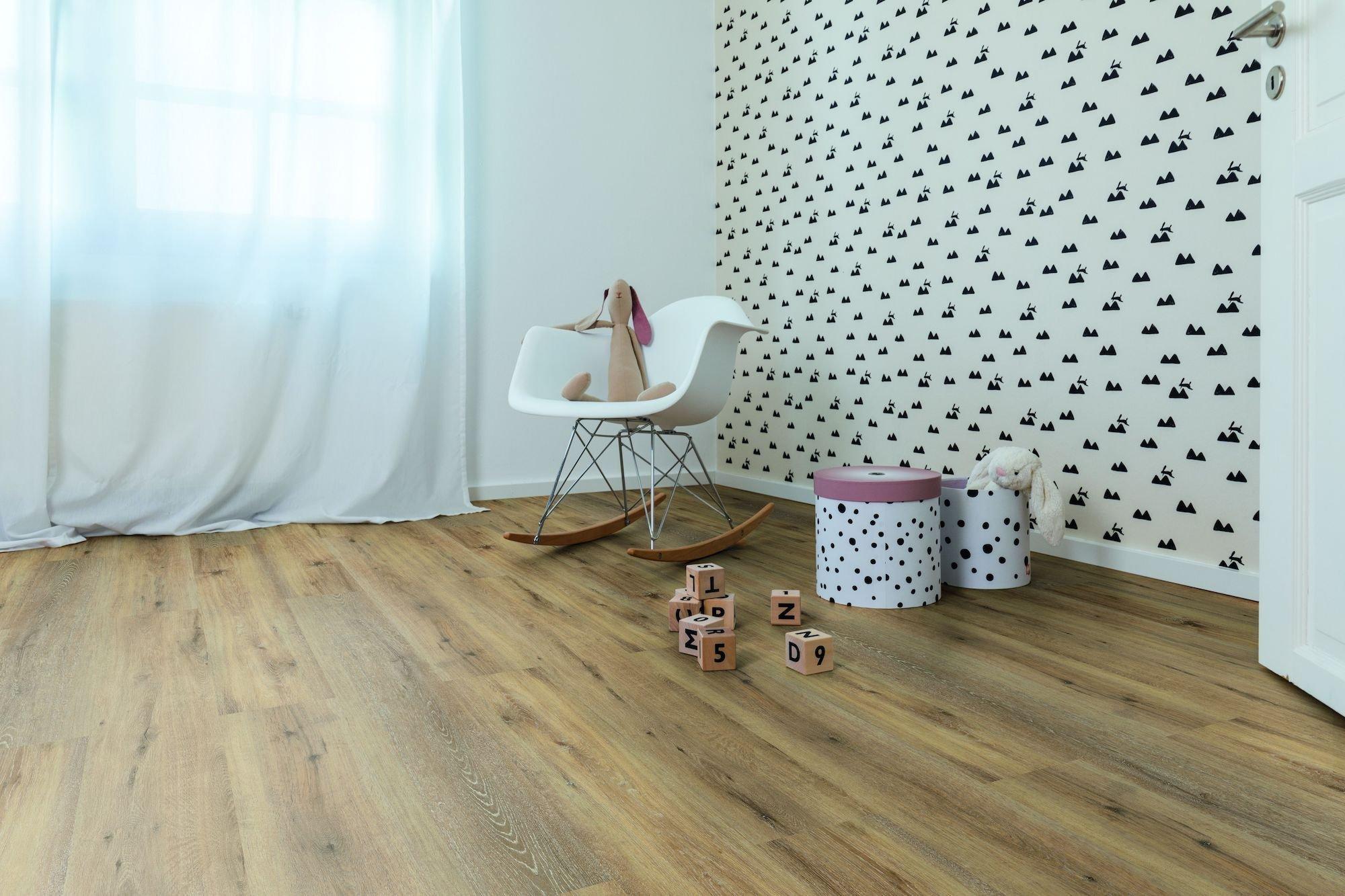 Kolekce vinylových podlah Wineo 400 s dekory dřeva a kamene nabízí univerzální využití.