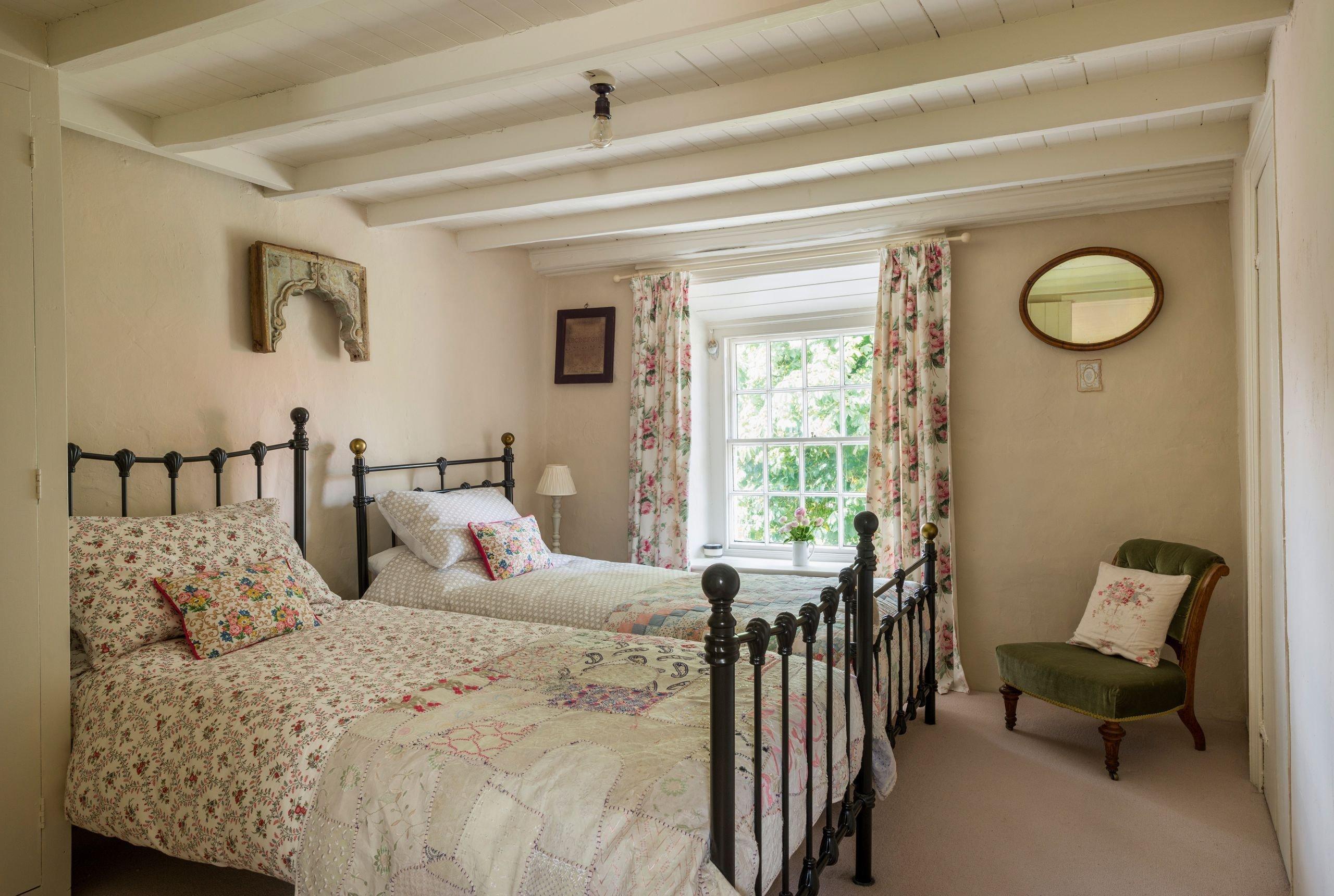 Největší hrabství ve Velké Británii, Severní Yorkhsire, v sobě ukrývá nespočet půvabných historických budov. Jednou z nich je i nově zrekonstruovaná chalupa, která se rozkládá přímo v náruči zdejšího národního parku. Pochází ze 17. století a je typickou ukázkou interiérů ve stylu anglického venkova.