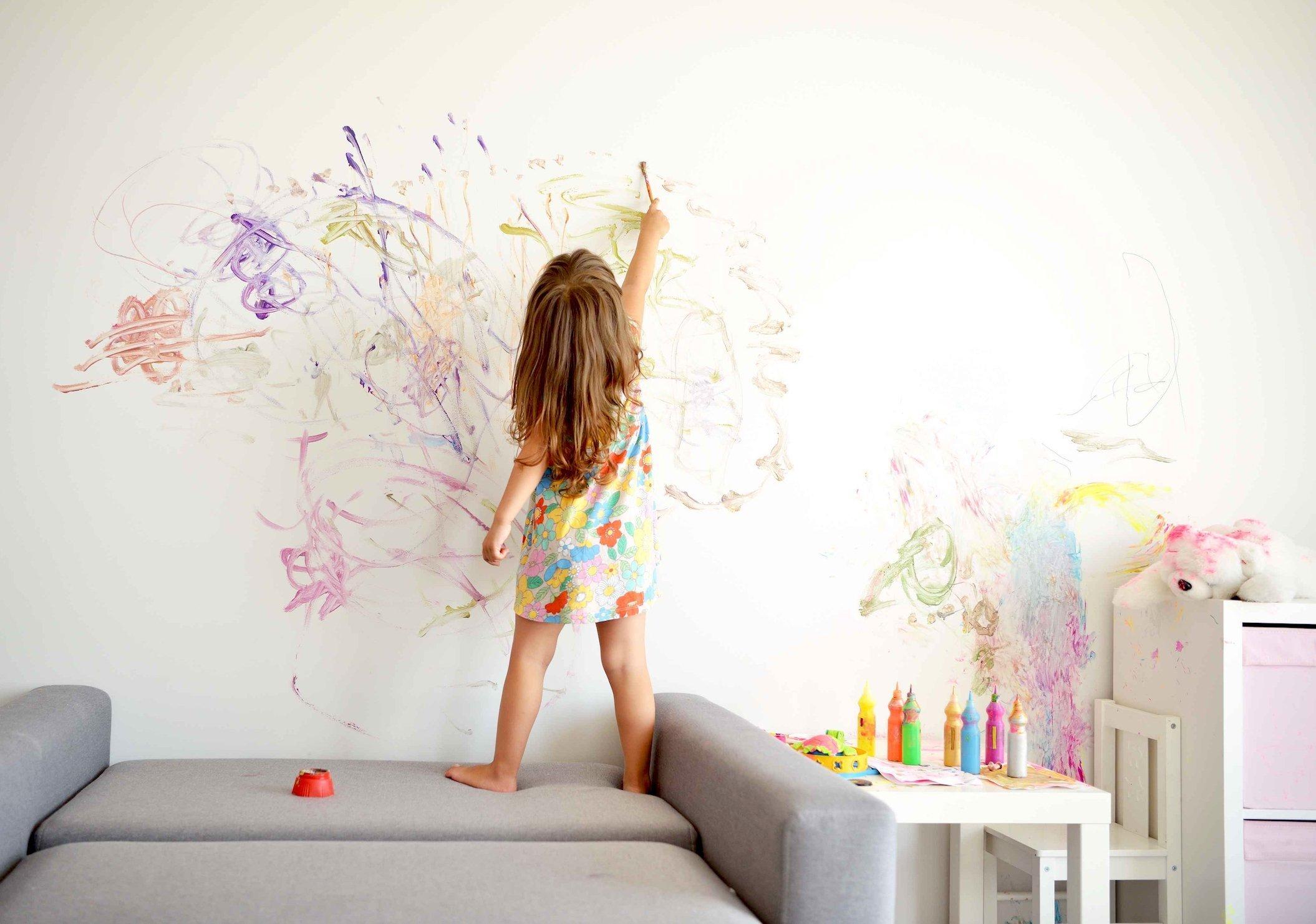 Správně zařízený dětský pokoj roste spolu s dítětem. Dokáže se přizpůsobit, a tak i šetřit vaši peněženku. Nejen díky chytrému nábytku v něm mohou naprosto pohodlně bydlet děti různého věku.
