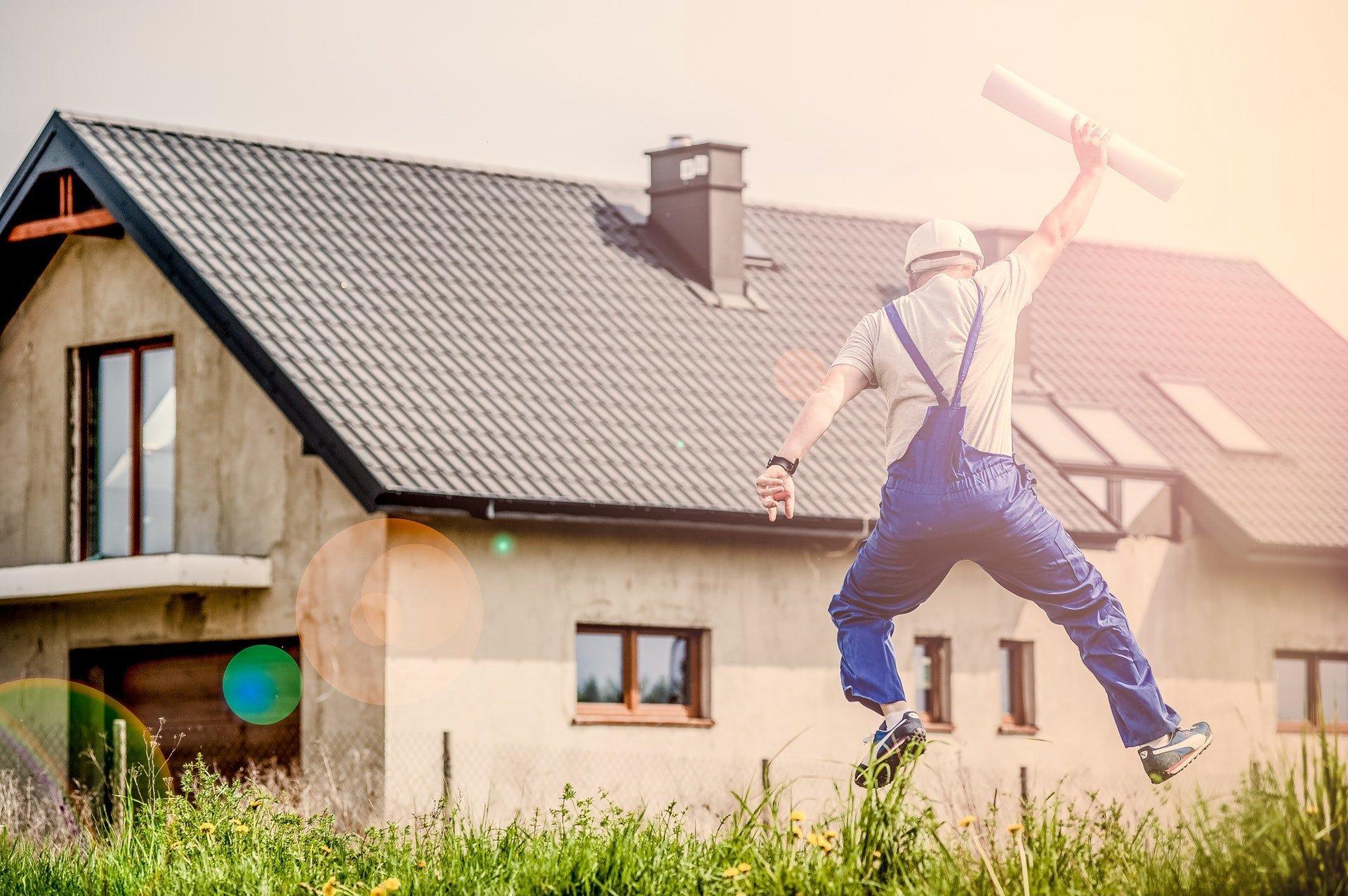 Na zelené dotace půjde rekordní množství peněz, a to díky vyšším výnosům z prodeje emisních povolenek. Program Nová zelená úsporám tak bude mít k dispozici až tři miliardy korun. Příští rok tedy o finanční příspěvek mohou požádat ti, na které se zatím s dotací na zateplení fasády domu nebo například na nákup nového kotle dosud nedostalo.
