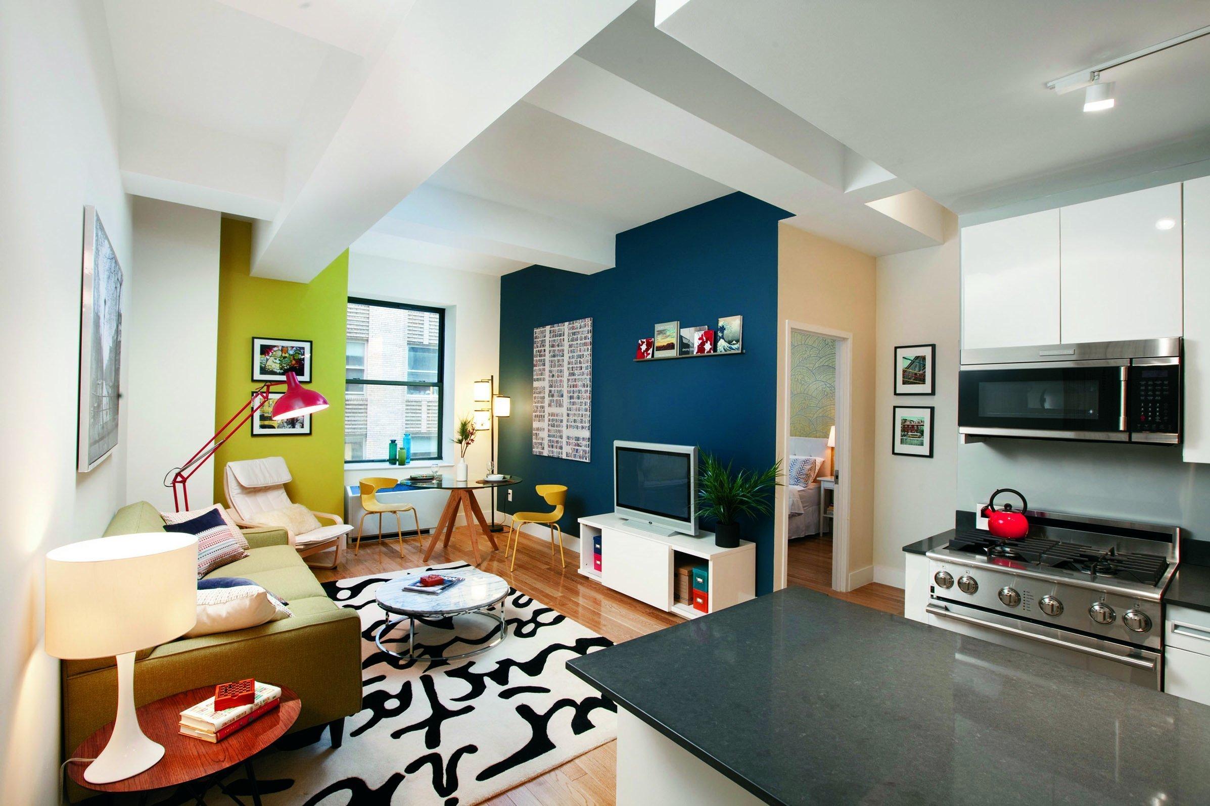 Barva na stěnách rozbije prostor, který pak působí větším dojmem.