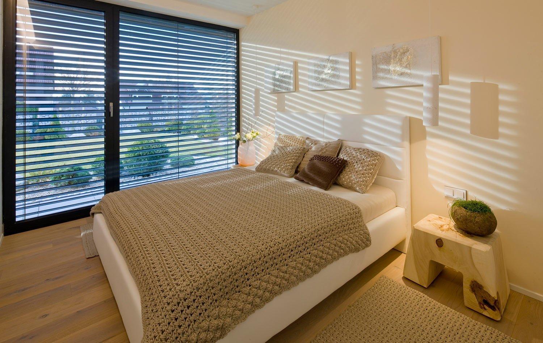Moderní víceúrovňový dům s interiérovým nábytkem HANÁK na míru.Tento dům je zařízen zcela dle našeho Interior conceptu. Veškerý nábytek včetně dveří je…