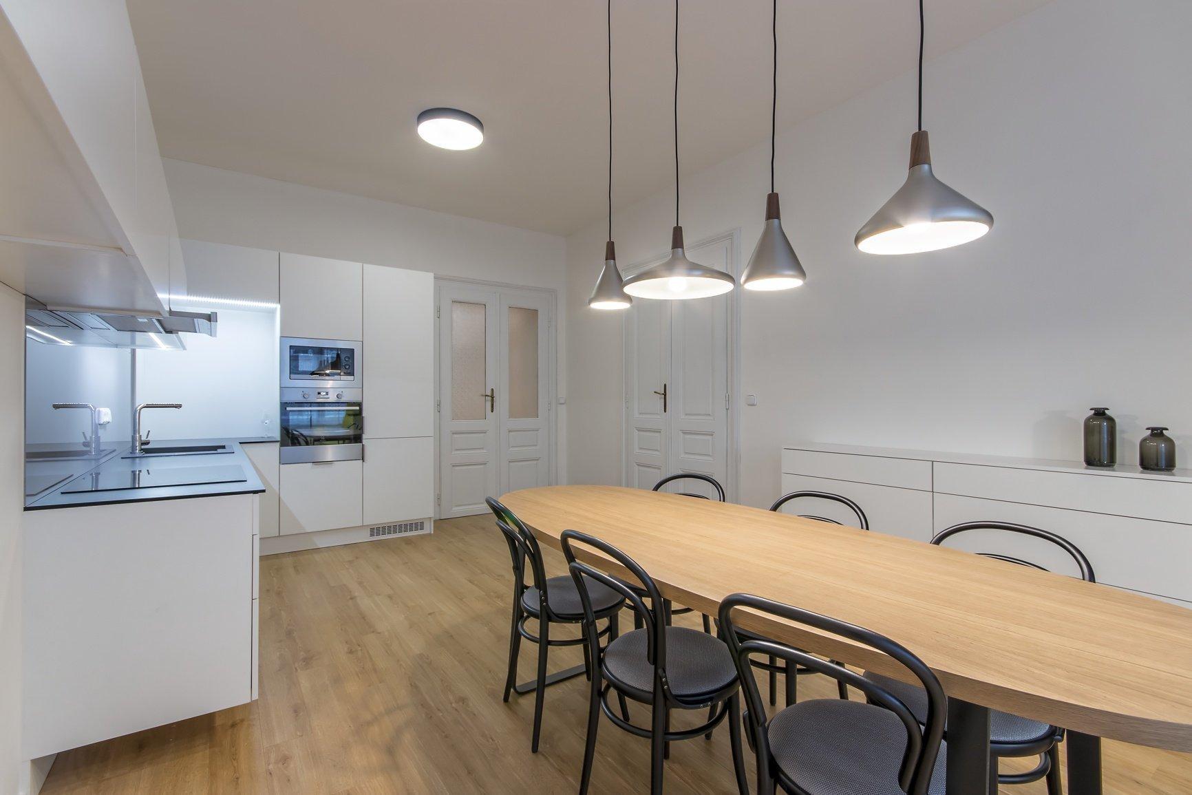 Dispozice : 4 kk Užitná plocha : 100 m Realizace : 2015  Majitel bytu vcentru Brna ho pořídil za účelem zajištění dočasného bydlení pro…