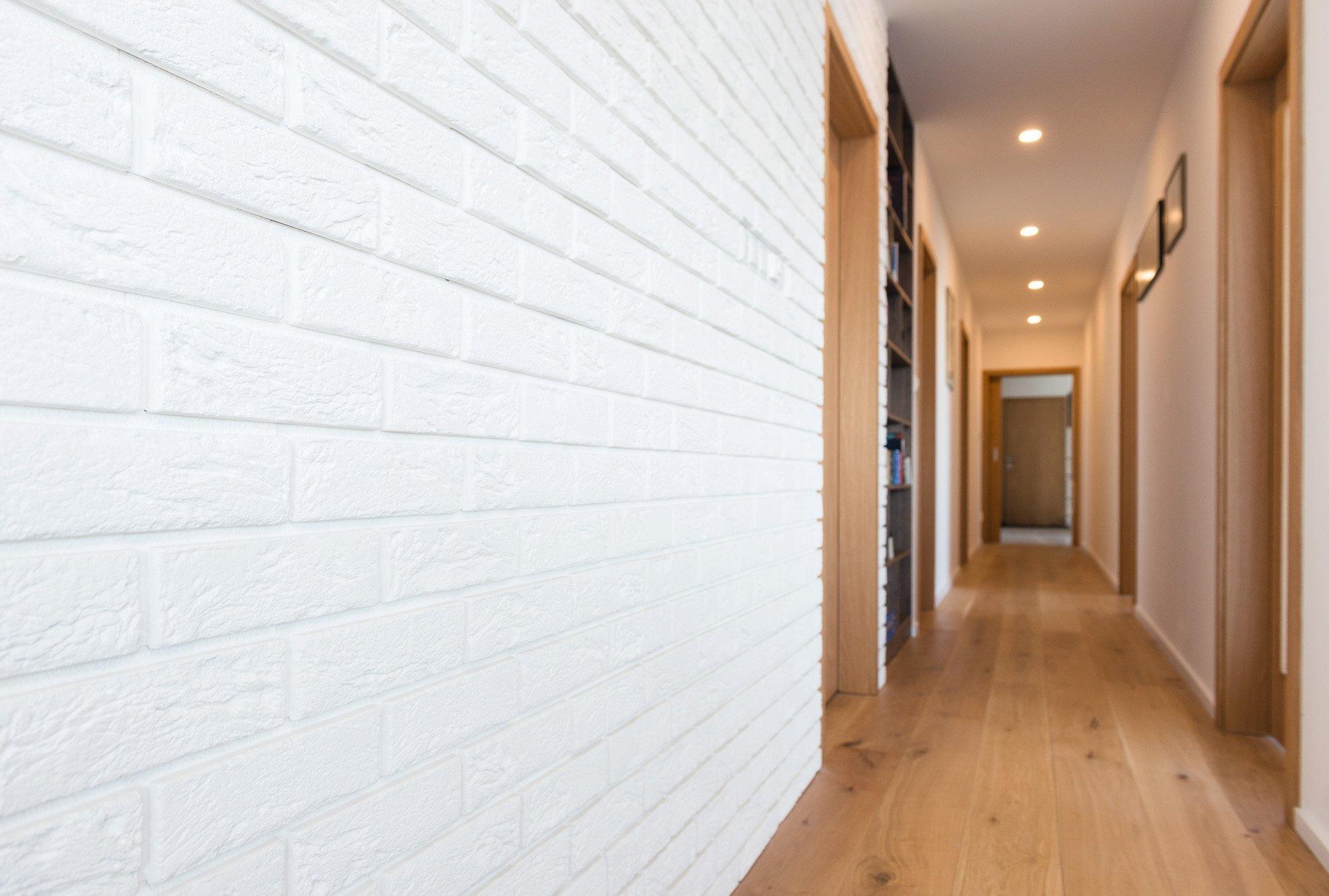 Zľahka industriálny interiér rodinného domu v Novej Dedinke pre mladú rodinu s vášňou pre drevo. Na projekte s nami spolupracoval architekt Ing. arch. Marcel…