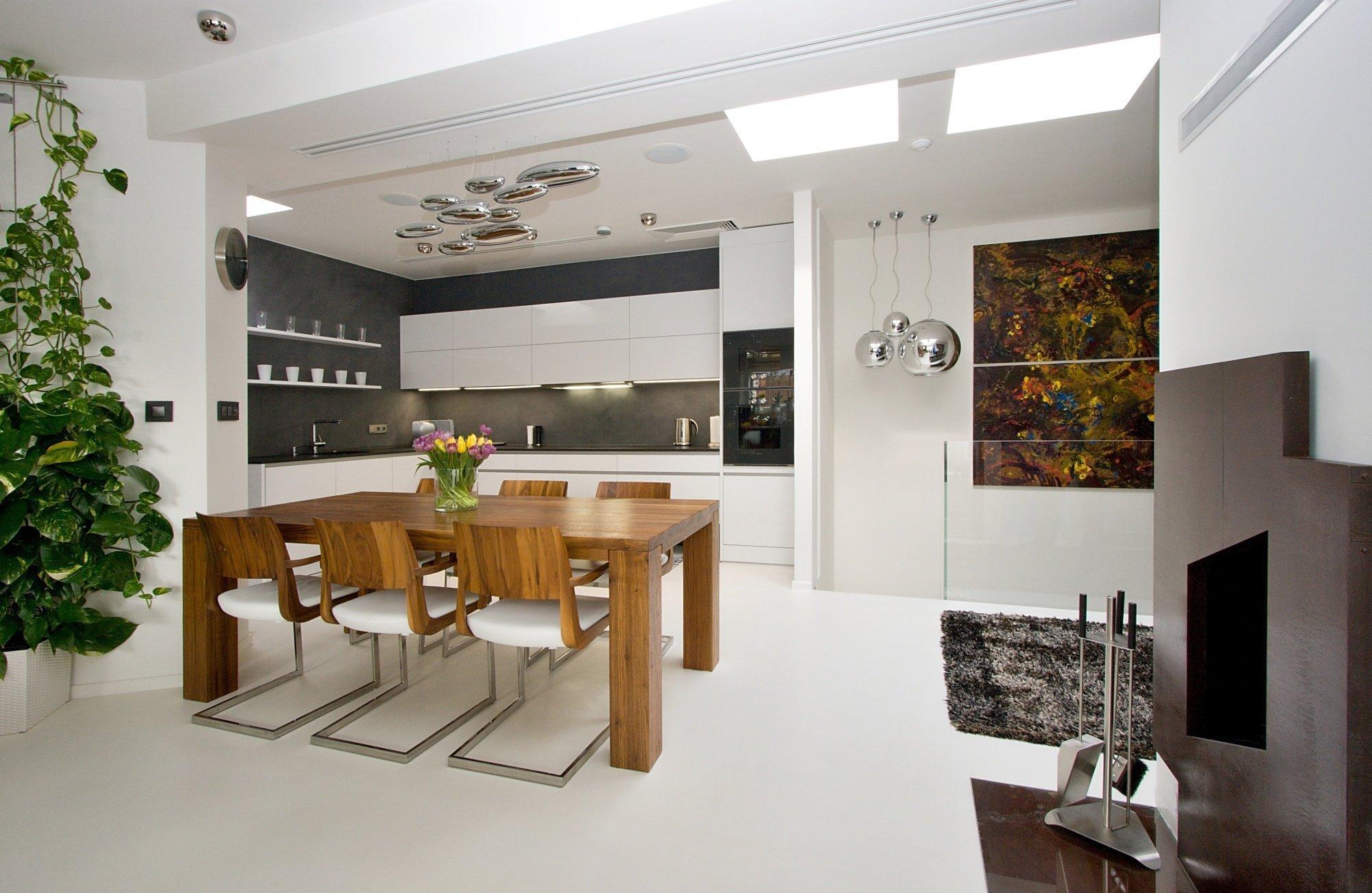 Kuchyň EGGERSMANN a realizace interiéru bytu. Provedení kuchyně je lesklý lak s ABS hranou Dallas. Pracovní deska je žula Nero Assoluto, jako obklad je použita…