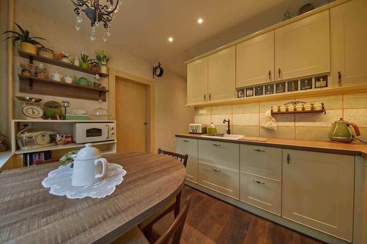 Klientka Klára bydlí v klasickém panelovém domě, který je netypicky umístěnv parku svelkým množstvím zeleně. Klára vždy snila o rodinné domě…