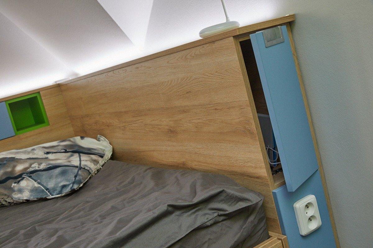 Dnešní studenti si nedovedou představit pokoj bez velké postele s dostatkem úložných prostor, zásuvky na notebooka a led osvětlení. Přáním studentky Katky…