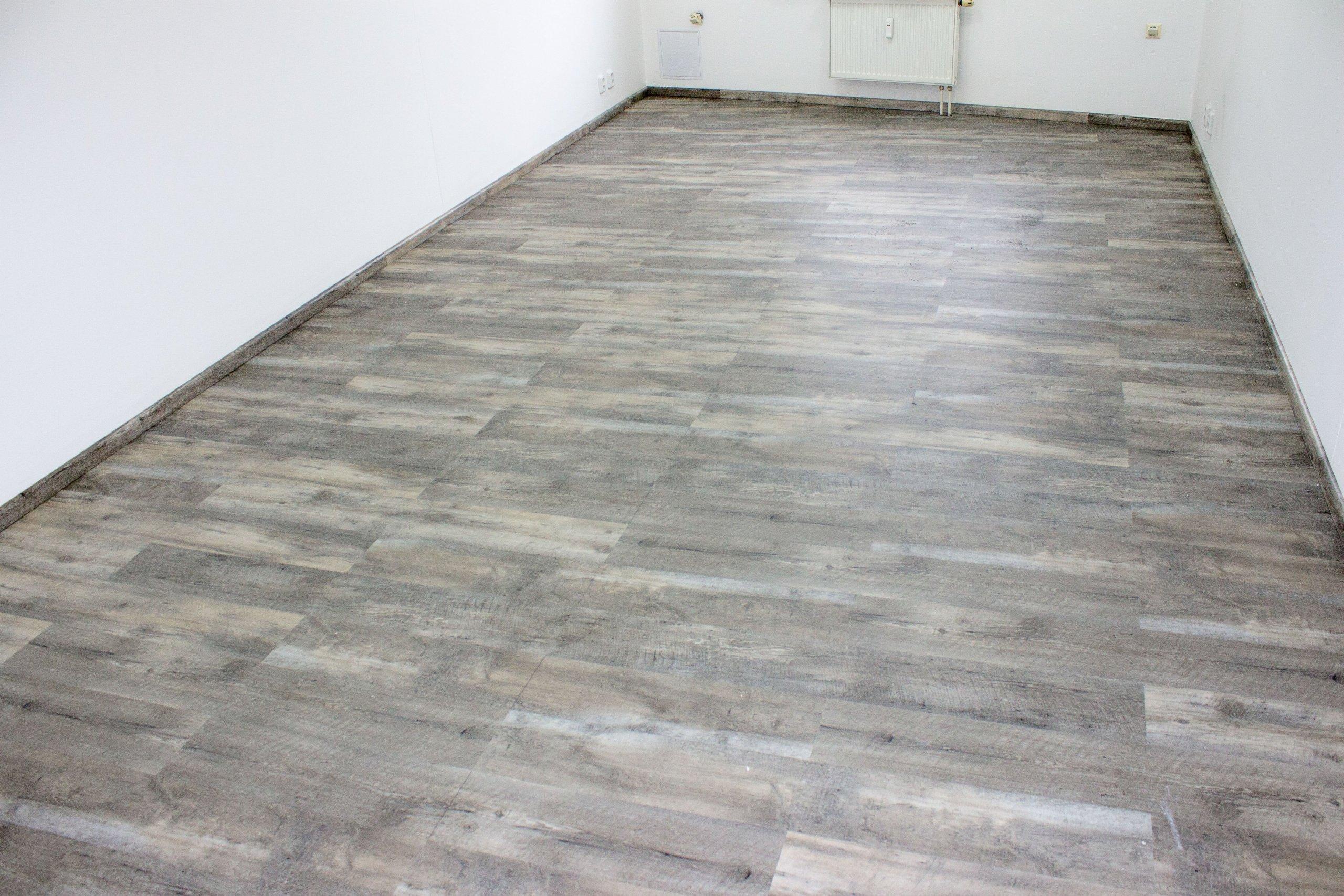 Pokládka podlahy s pravidelným opakováním