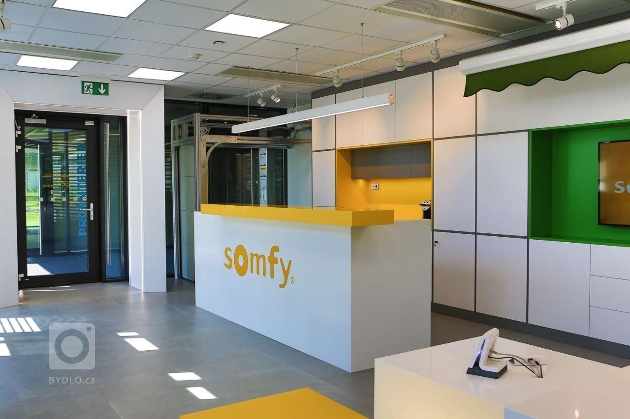 Interiér nového showroomu firmy Somfy.