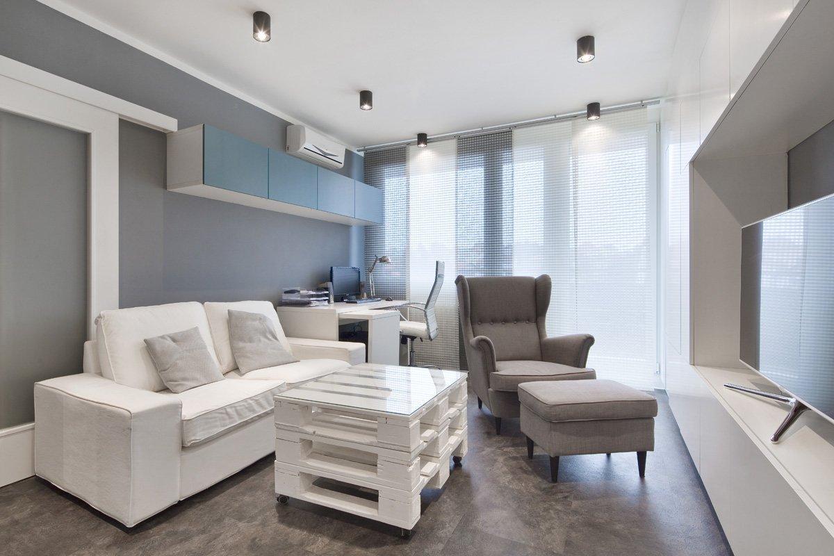 Kompletní rekonstrukce bytu 2+1 o ploše 37m2.  Dispozice zůstala původní; jedním zdůvodů byla cena, jelikož všechny příčky jsou panelové a jejich změna…