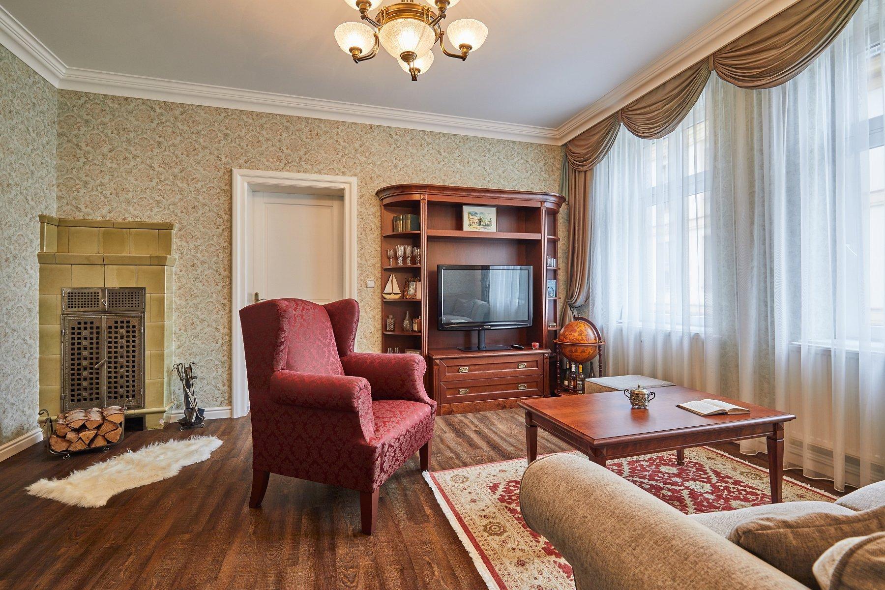 Koupě většího zděného bytu před rekonstrukcí sdominantními, téměř 100 let starými kachlovými kamny byla pro mé klienty jak velkou výzvou, tak zároveň i…