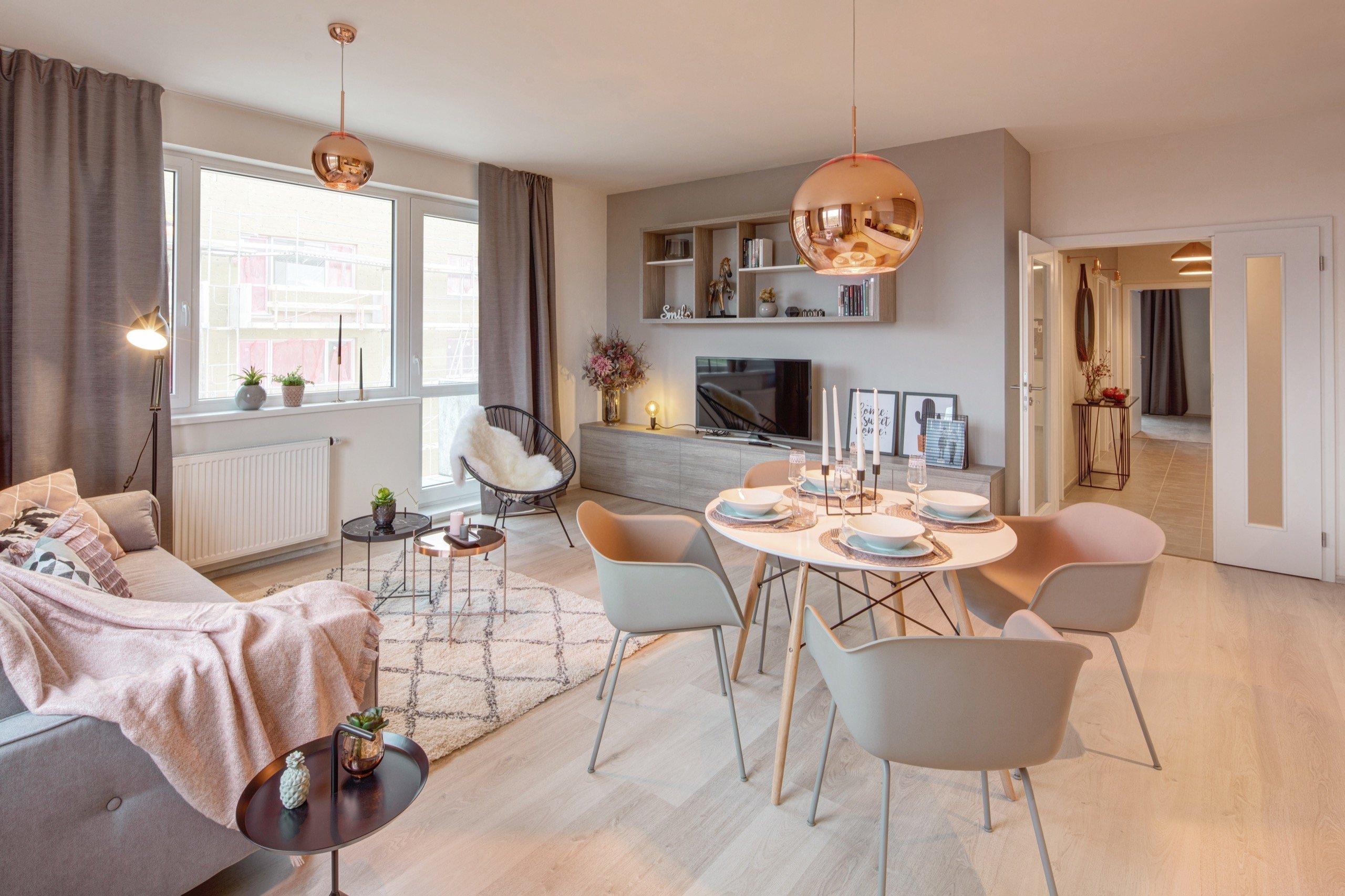 Jelikož se bytový komplex nachází mimo ruch velkoměsta, od začátku jsem chtěla, aby byt působil lehce, vzdušně, uvolněně a hlavně útulně, tak trochu ve smyslu…