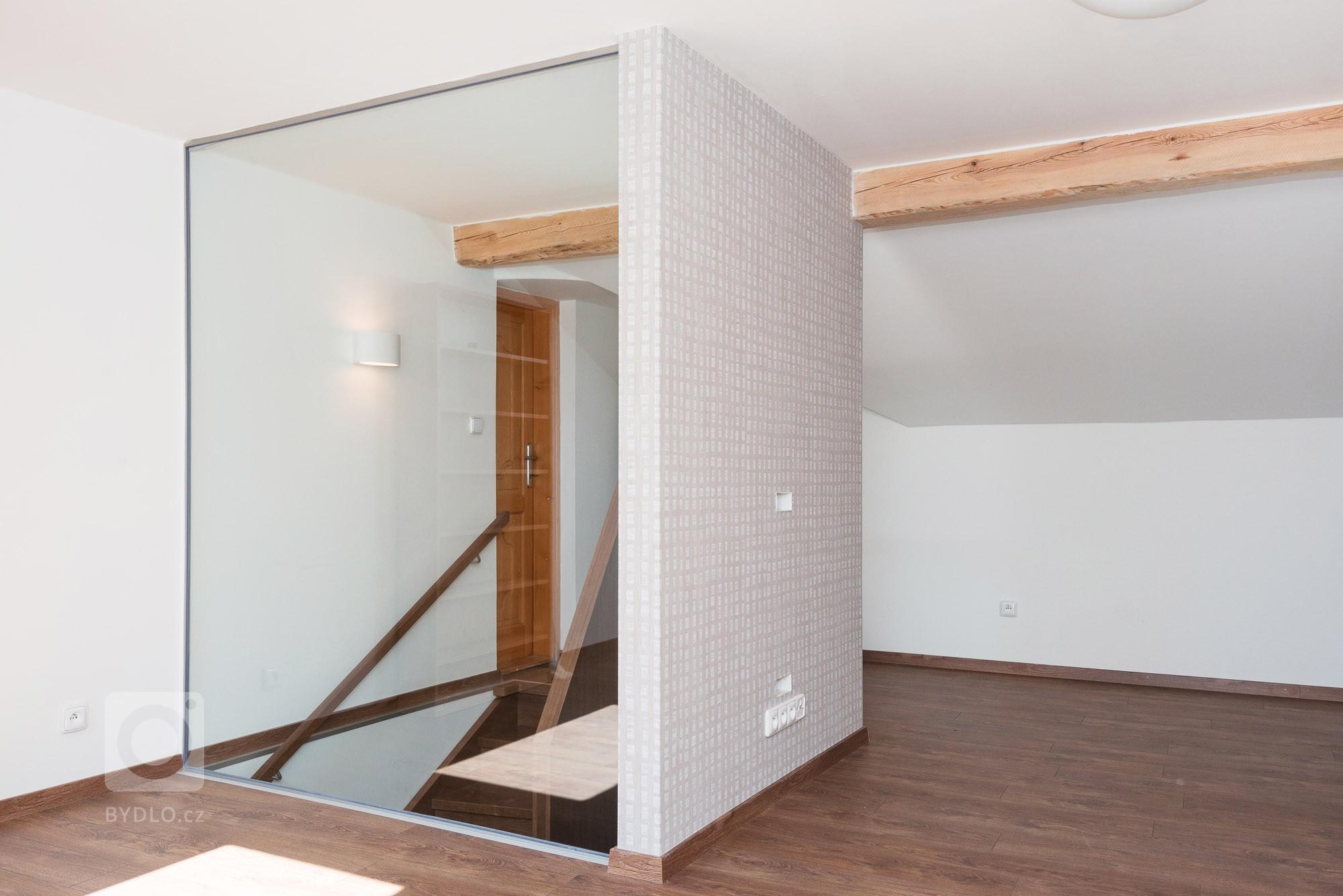 Rekonštrukcia rodinného domu skompletne novým interiérom. Krásne schodisko tvoriace srdce domu vyrobeného zdubového masívu adýhy slúžiacim aj…