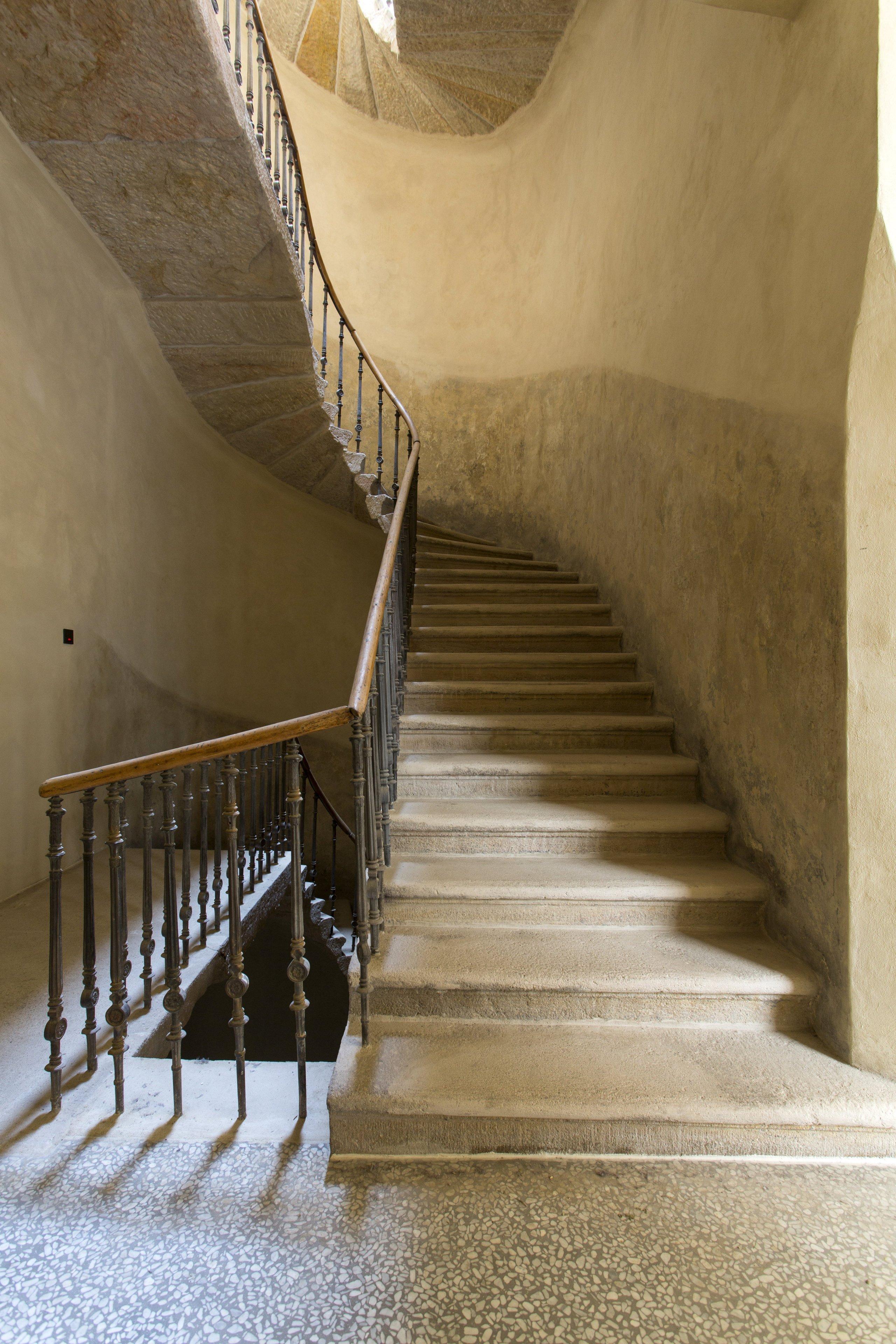 Byt se nachází v samém srdci historické Prahy, v měšťanském domě U modré boty v Haštalské čtvrti.Naším záměrem bylo vytvořit elegantní interiér, který podtrhne…