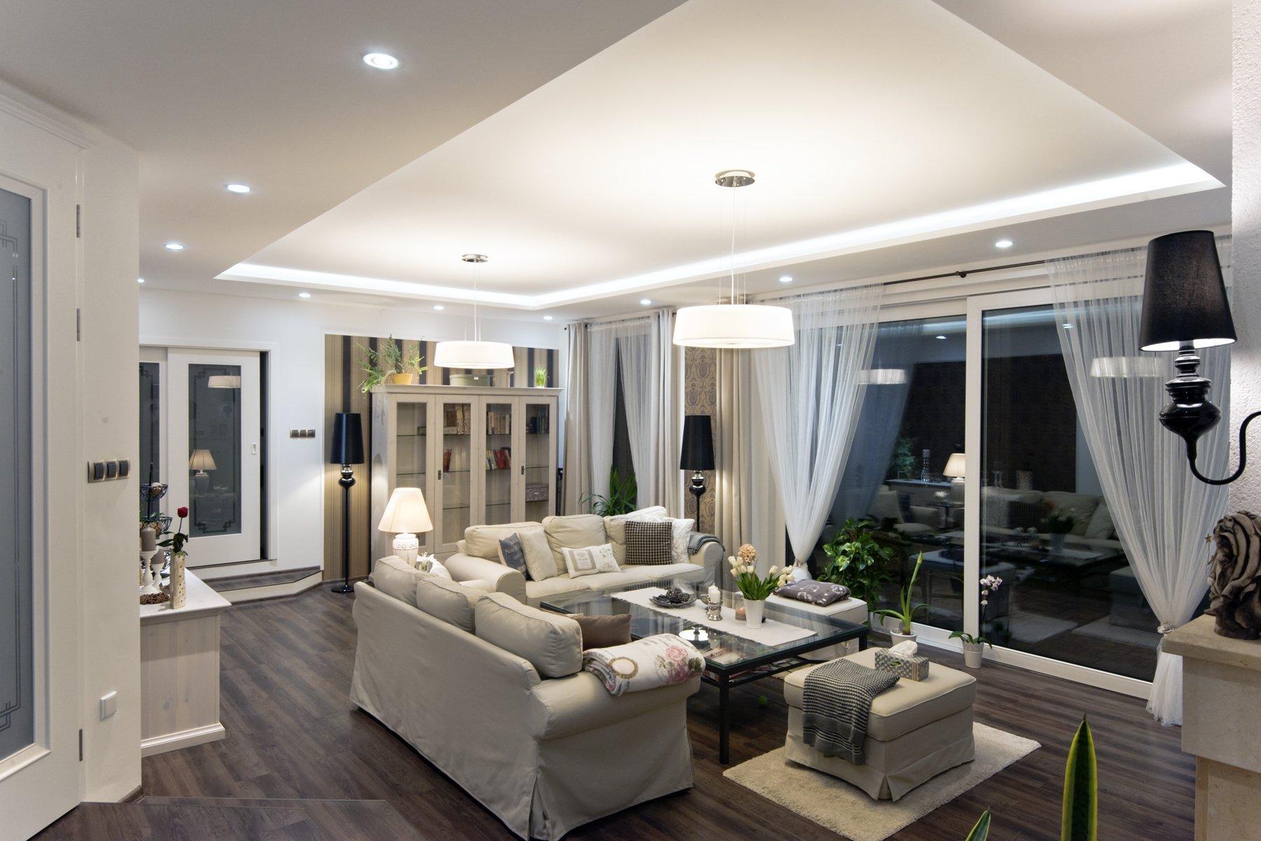 Novstavba rodinného domu, návrh a realizace osvětlení exteriéru i interiéru