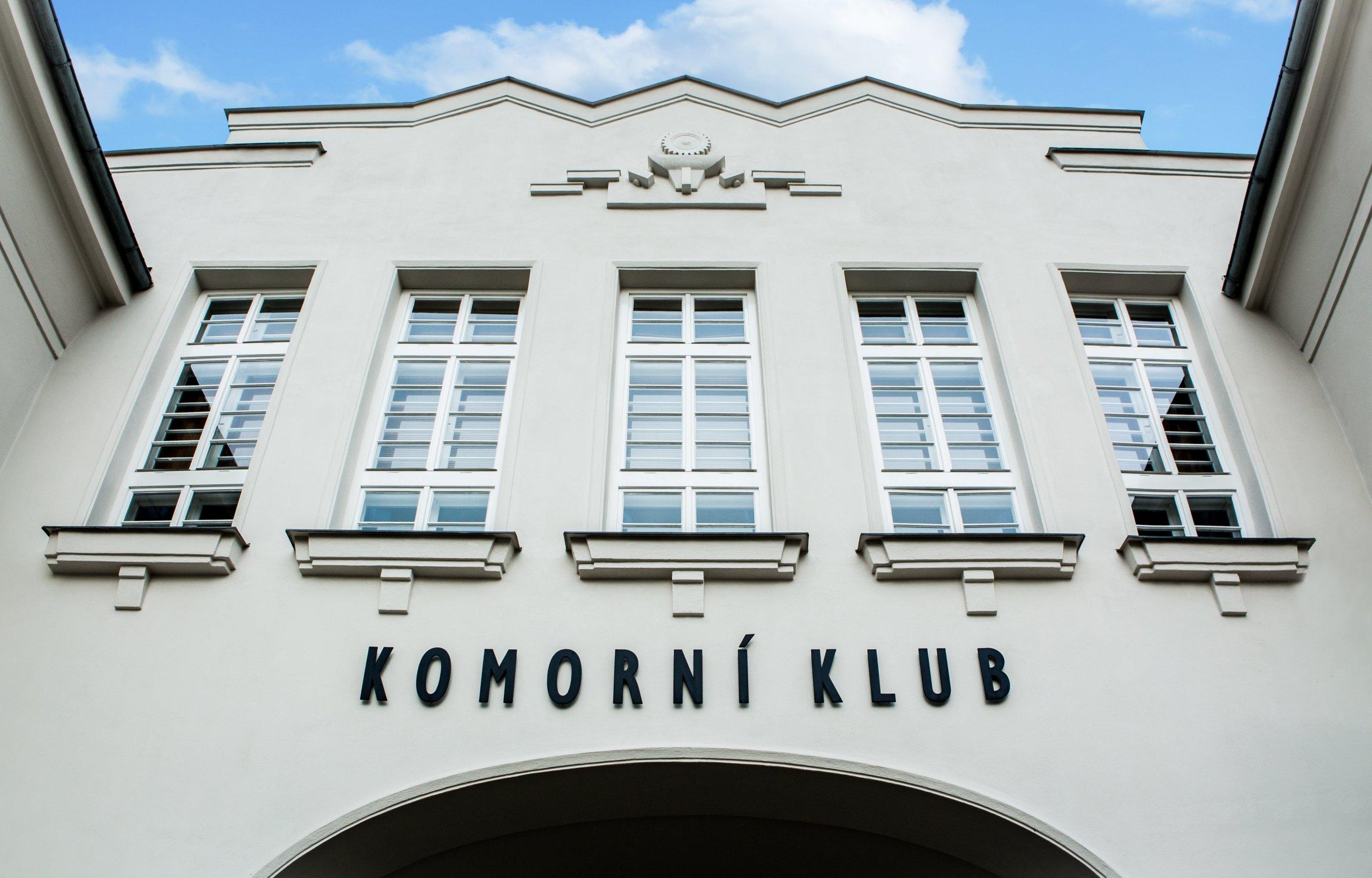 Komorní klub vJubilejní koloniina Velflíkově ulici v Ostravě-Hrabůvce je umístěn v budově z roku 1928. Tato budova byla v roce 2002 vyhlášena&nbsp…