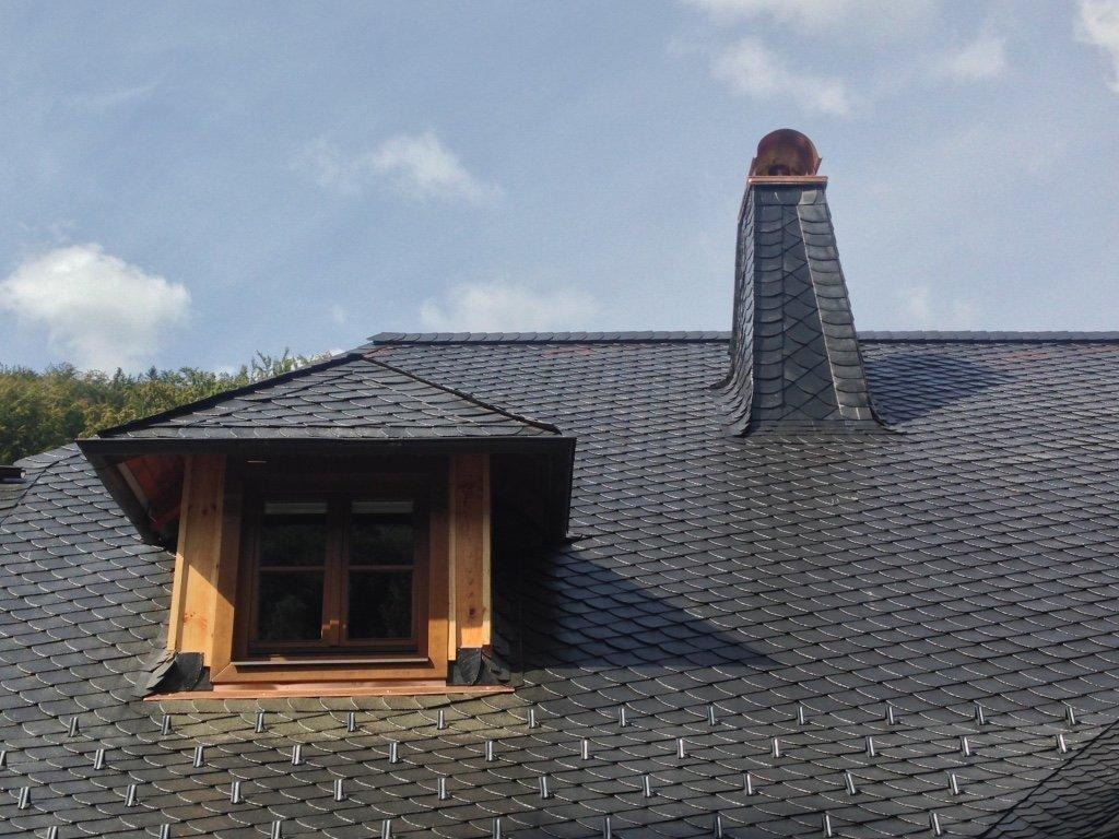 Kompletní rekonstrukce střešního pláště na víkendové roubence.