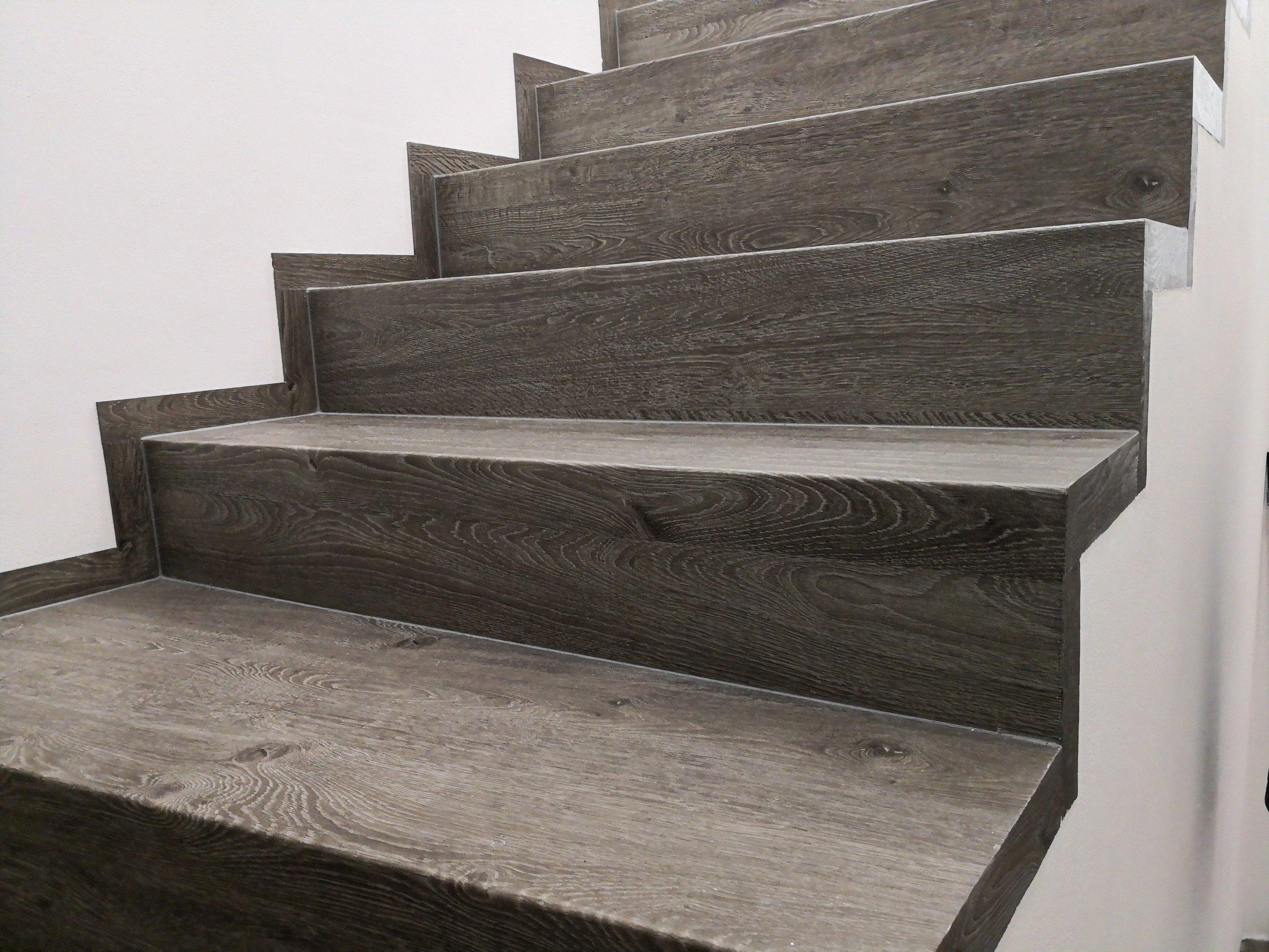 Toto nádherné schodiště z vinylové podlahy instalovali pracovníci firmy Bukoma group s.r.o.  Pro výrobu schodnic byla využita celovinylová podlaha BUKOMA…
