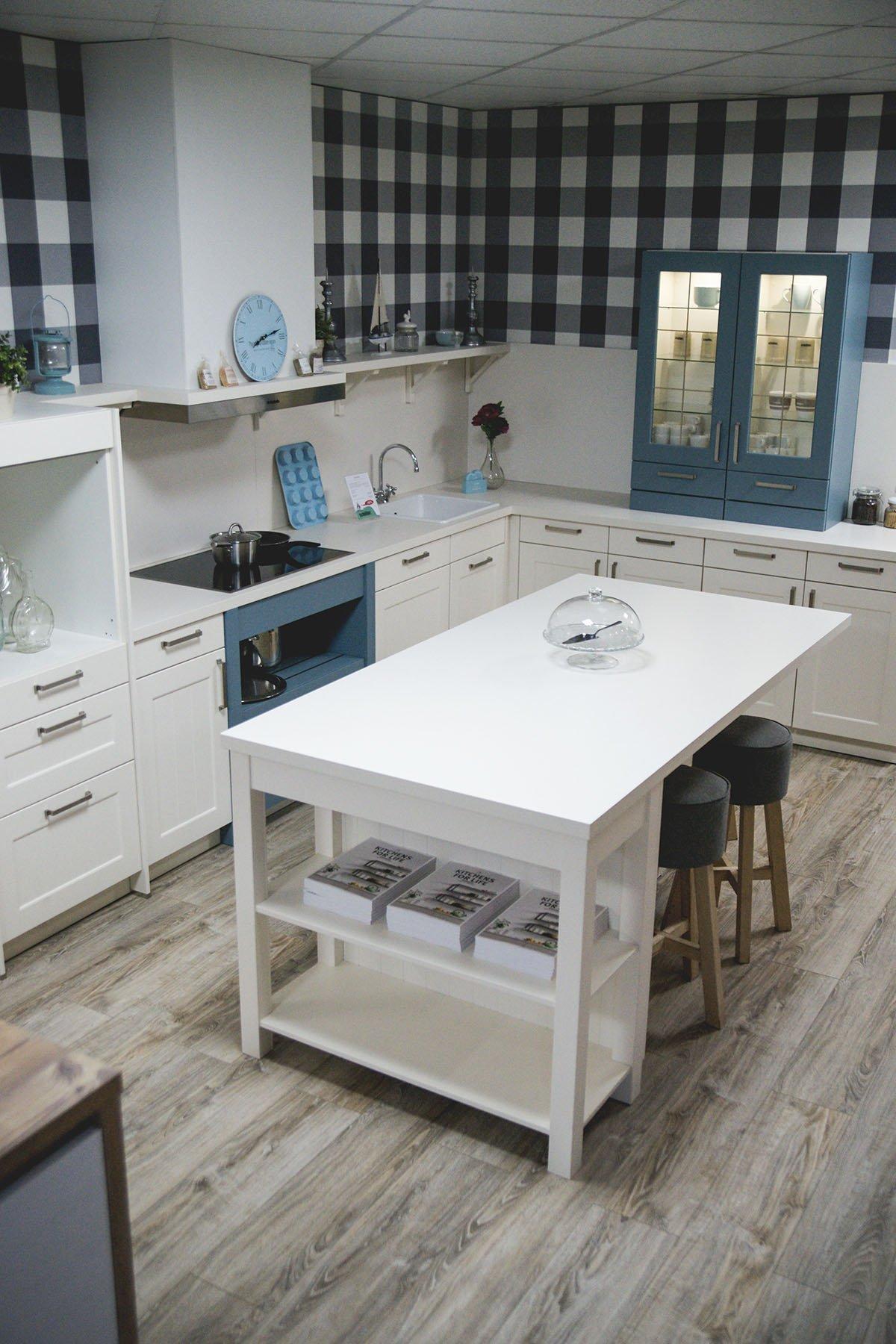 ponuka vystavených kuchýn z vlastného showroomu.