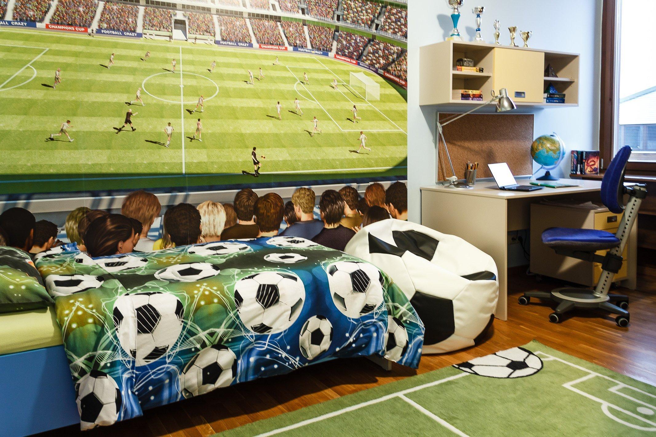Při práci nad stylovým konceptem tohoto pokojíčku padla jednoznačná volba na fotbalové téma. Pokojíku dominují fotbalová tapeta a obrázková stěna, na kterou…