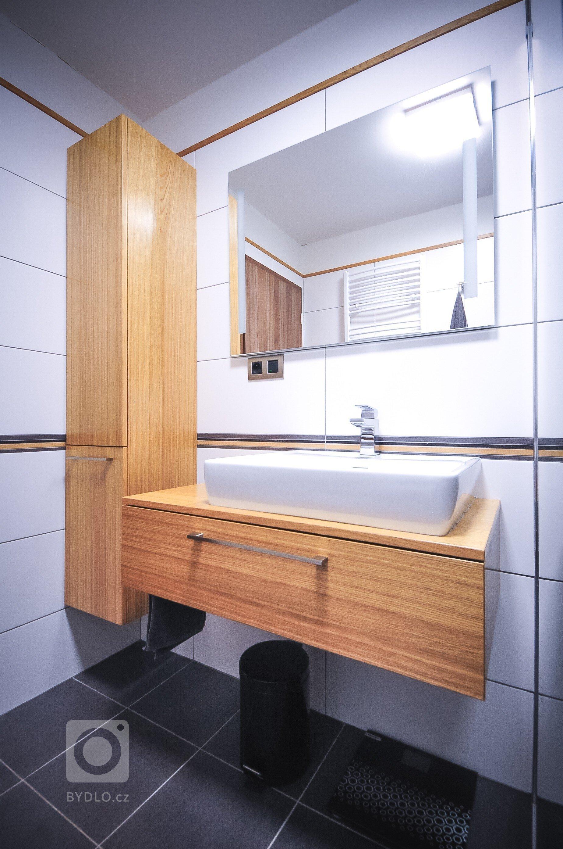 Jedná se o moderní byt s charakteristickými znaky jako je černý mat a přírodní dub. Celkový dojem dotváří doplňky, které zákazník zvolil velmi vhodně, mimo…