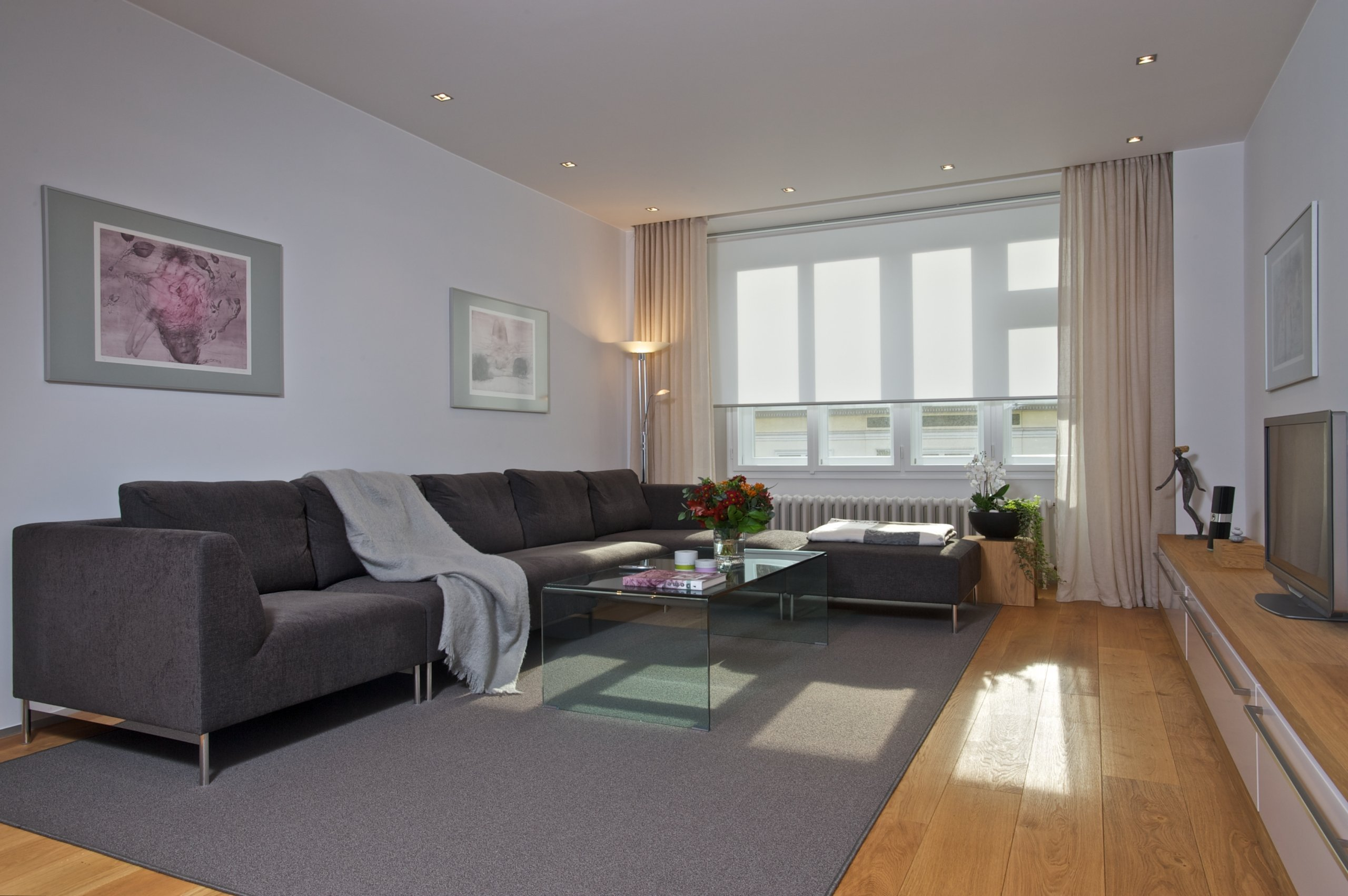 Slunný byt v poklidné atmosféře prvorepublikového domu. Rekonstrukce bytu byla provedena s důrazem na čistotu linií, promyšlenou dispozici, eleganci a…