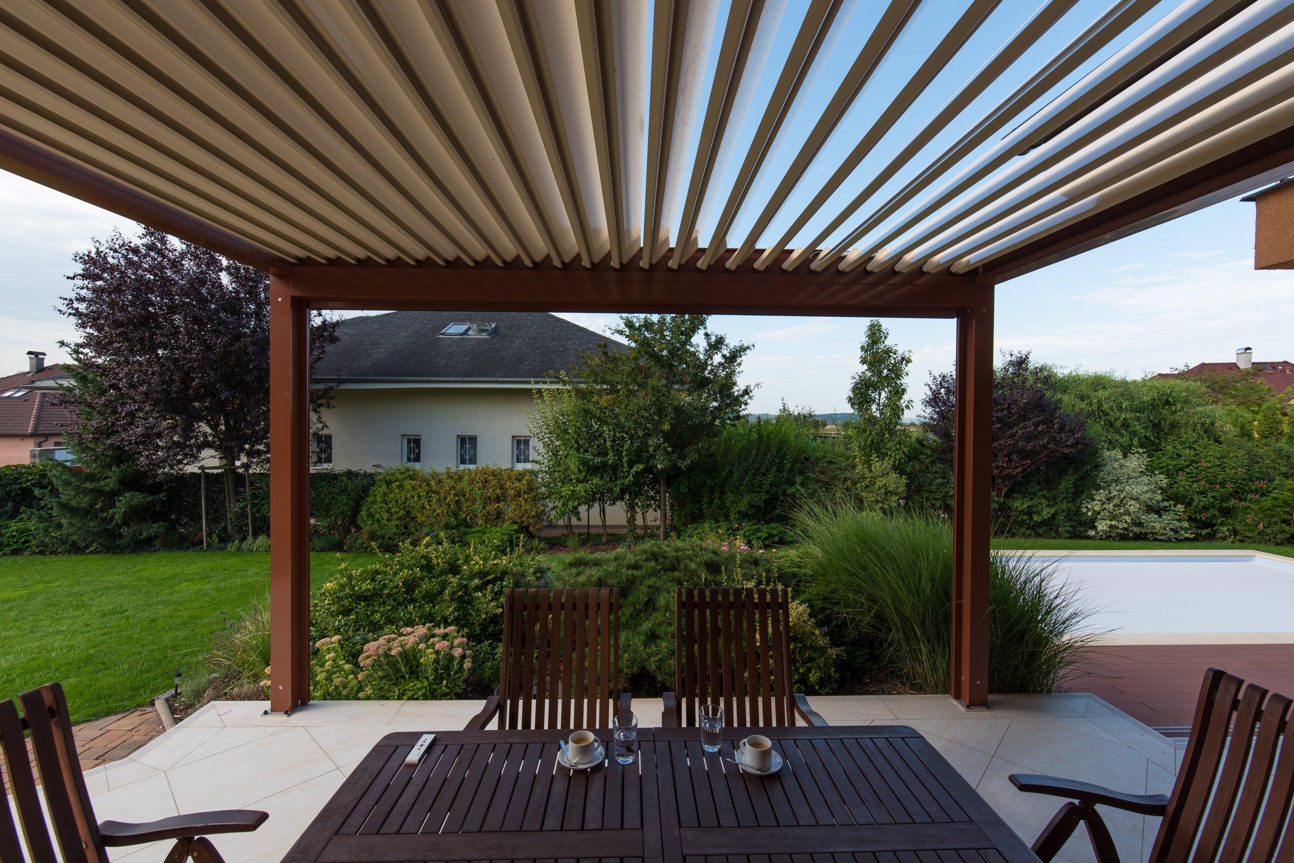 Realizace pergoly v Dobříči vznikla díky spolupráci se společností Technorol. K domu byla přistavěna hliníková pergola s bioklimatickými funkcemi. Zastřešení…