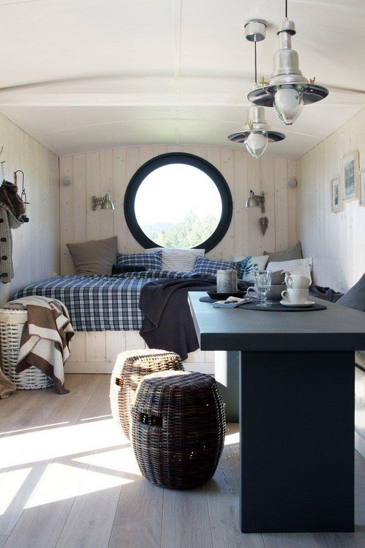 """Naše maringotka splňuje požadavky plně komfortního mini bydlení. Může sloužit jako moderní chata, jako """"depandance"""" k domu pro návštěvy, nebo jako…"""