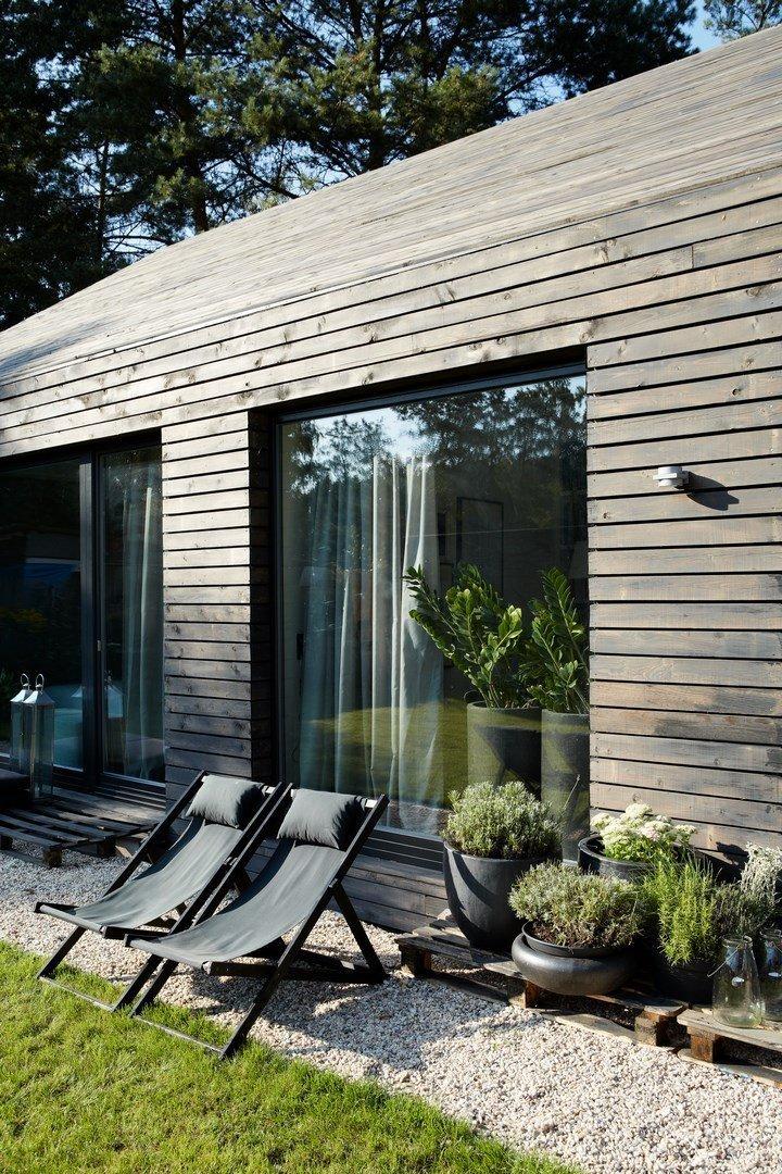 Tento dům je navržen pro lidi s nekonvenčním pohledem na bydlení, pojatý jako bydlení v přírodě. Kompletní návrh a realizace rodinného domu včetně urbanistické…