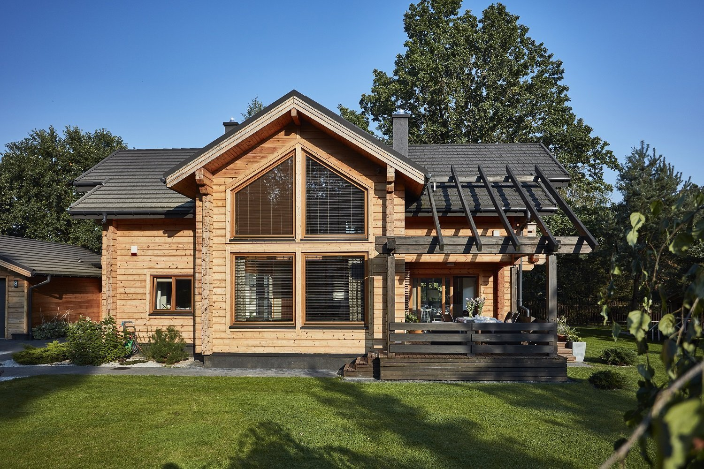 Pohádkový finský srubový dům KONTIO River House 2 se pyšnímoderním interiérem, který klade důraz zejména na přírodní tónya citlivě mísí několik…