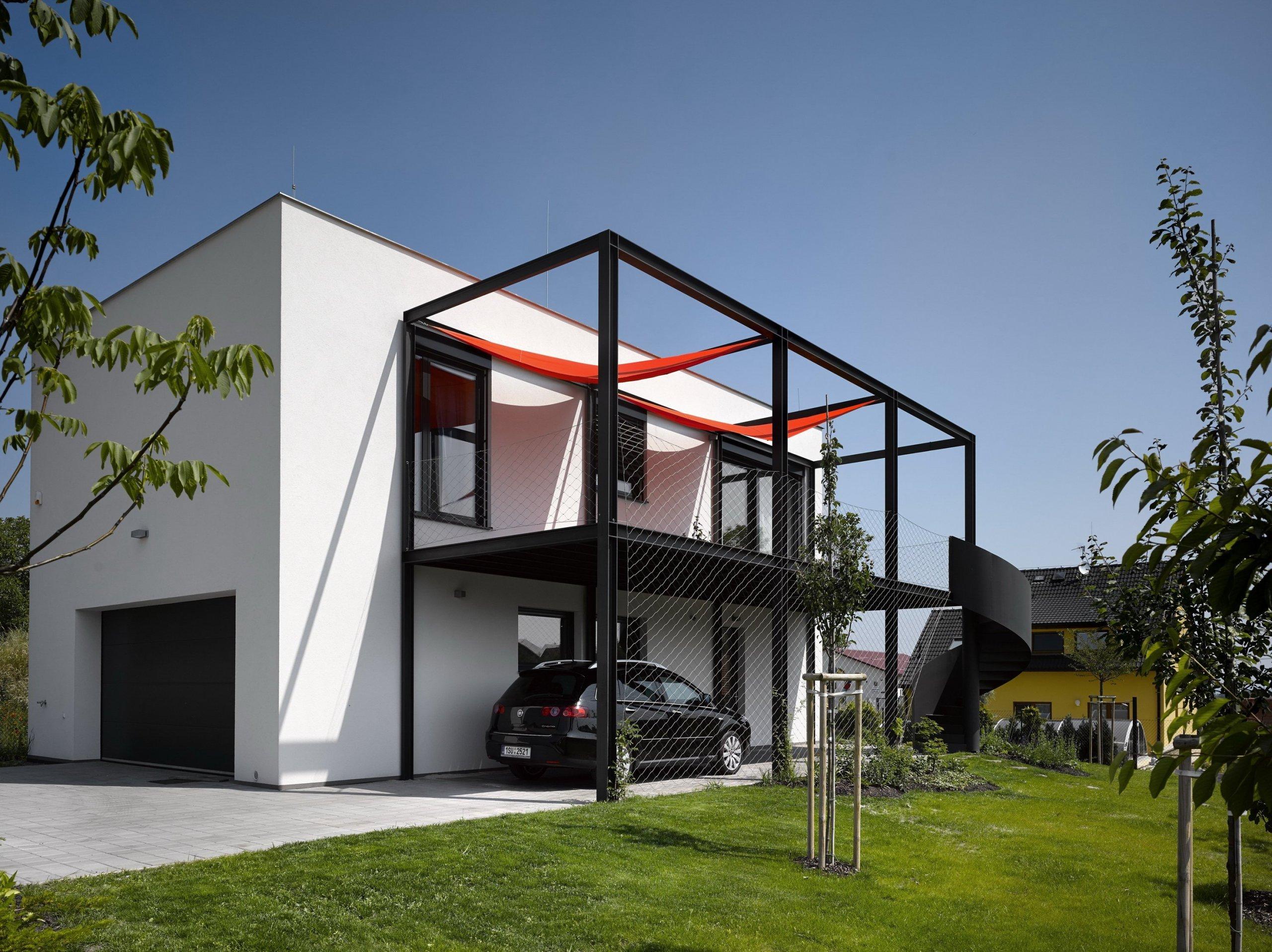 Popisují-li klienti svoje sny o bydlení, zpravidla jejich zájmy a hobby ovlivní i podobu budoucího domu. Ostatně proniknutí do těchto snů, záměrně říkáme snů a…