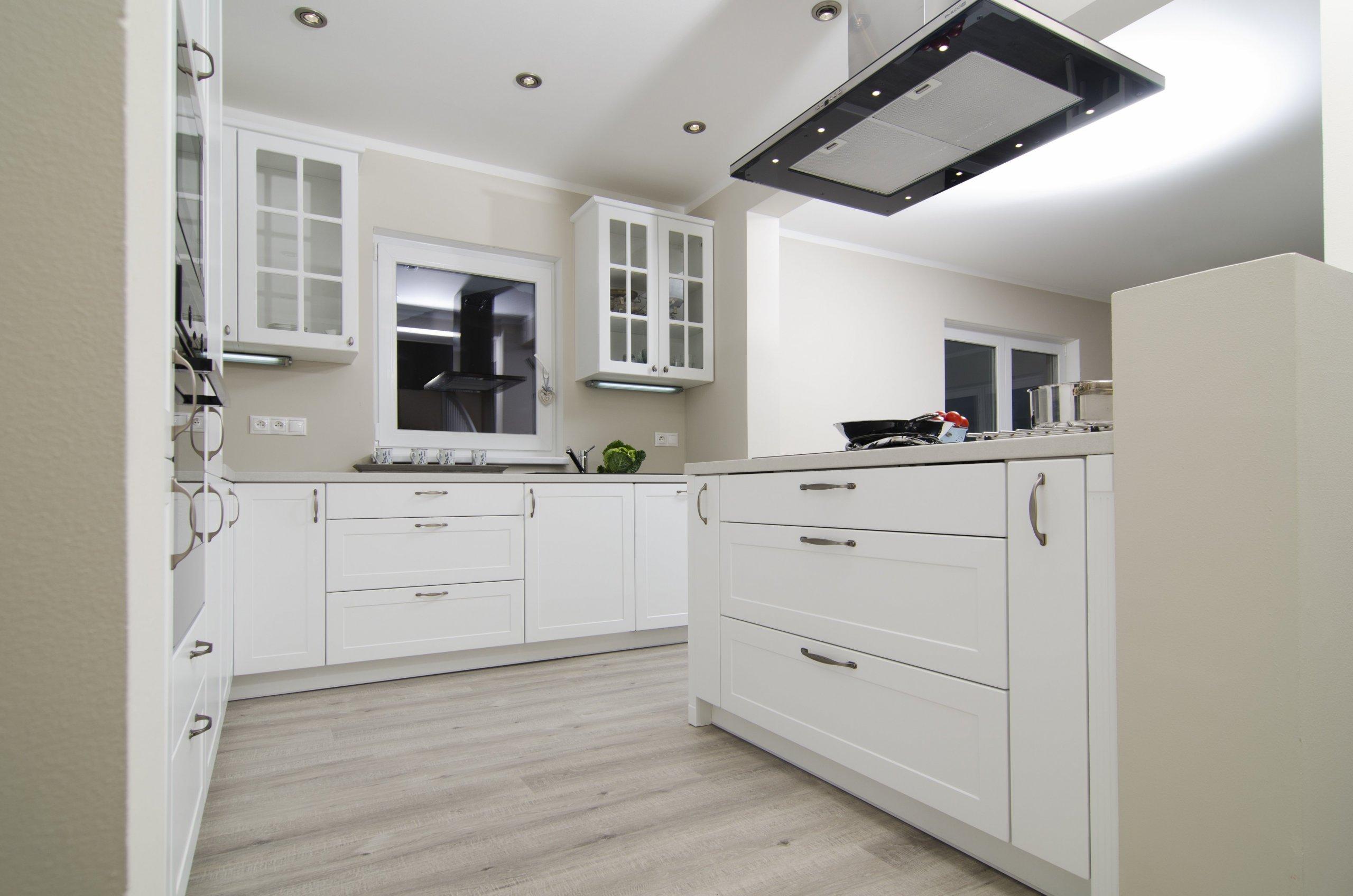 Tato nádherná, velkoryse koncipovaná kuchyně je zhmotněním tajného snu mladé rodiny. V rodinném domě, jehož je součástí, zaujala sebevědomě rozlehlou část…