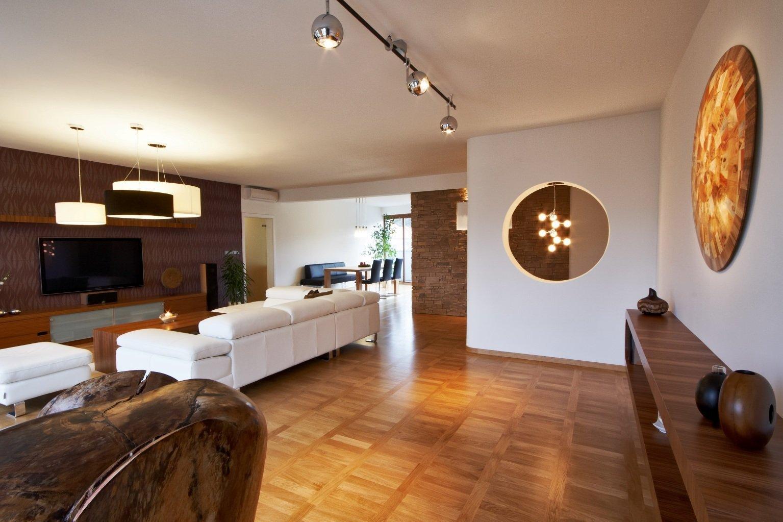 Za jeden z nejzdařilejších interiérů považujeme tento byt na Praze 6. Na přání klienta jsme jej pojali v minimalistickém stylu a hlavní roli zde sehrál dřevěný…
