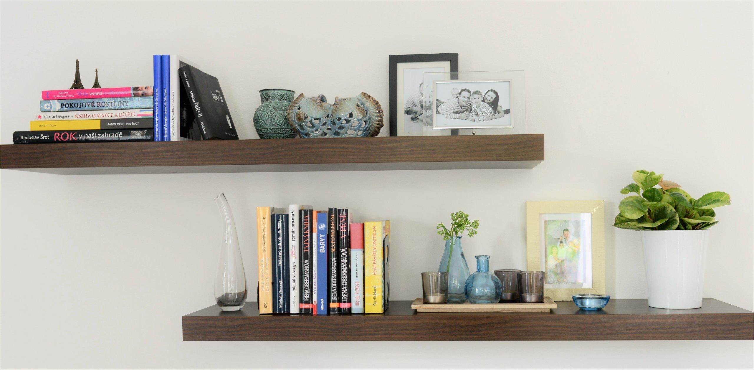 OBYTNÝ PROSTOR S KUCHYNÍ - drobný redesign  Se změnou barev na stěnách došlo v tomto prostoru ke změně celkové nálady pokoje. Pouhou výměnou drobnějšího…
