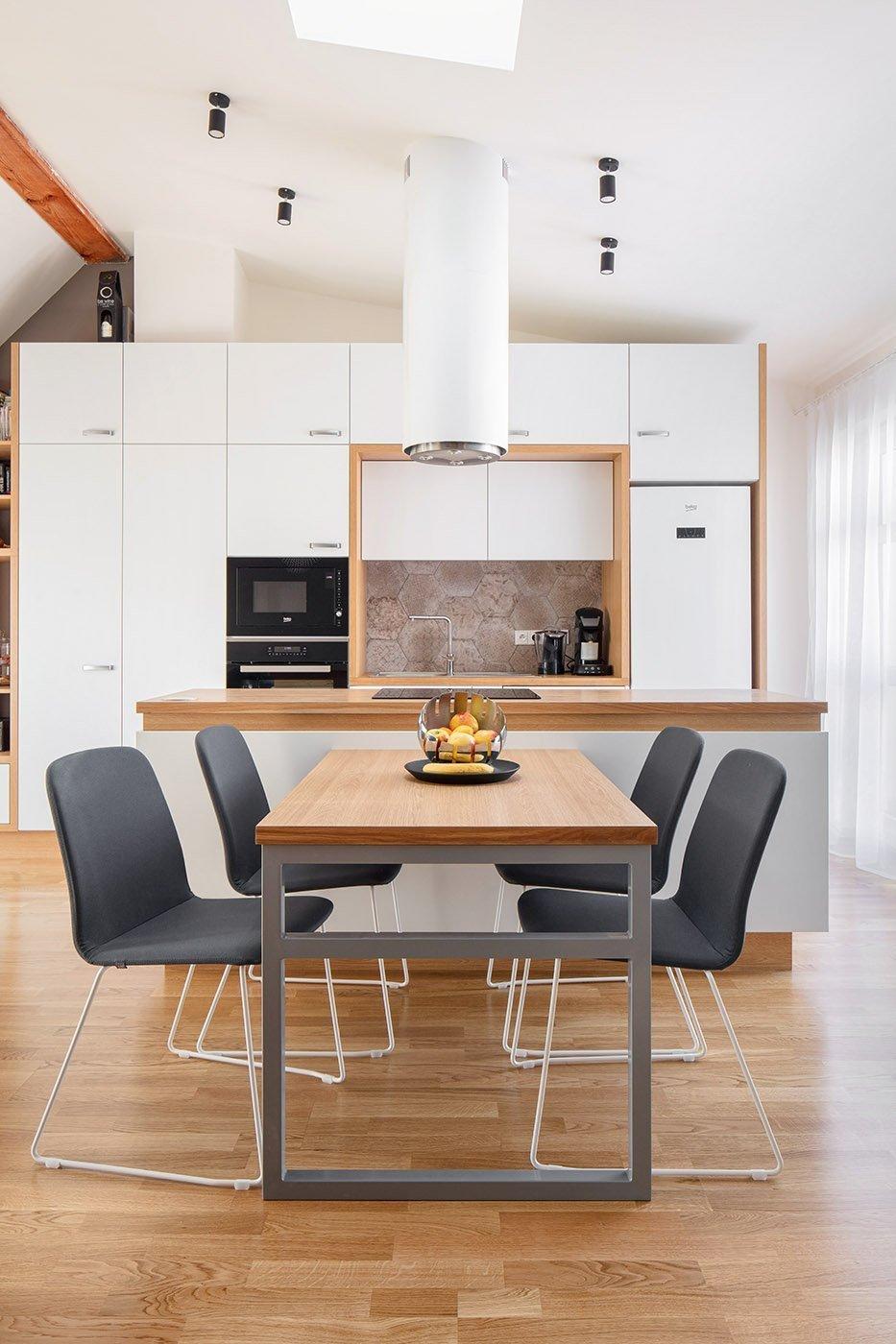"""""""Spočítáno na centimetr""""  Takto byla prezentována naše realizace bytu 3kk v časopise o bydlení, aneb příběh o tom, jak na 65m2 v podkroví…"""