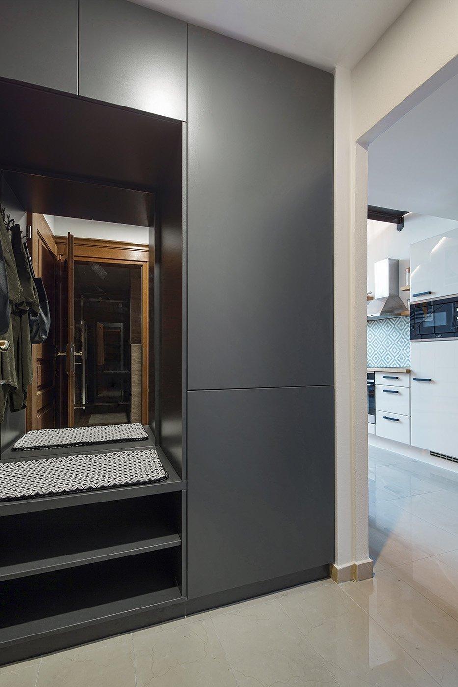 Byt v podkroví secesního domu v Praze je dispozičně řešen jako 2 + kk. Architektka výrazně neměnila původní dispozici - nakonec, při dvoupatrovém bytě s těmito…