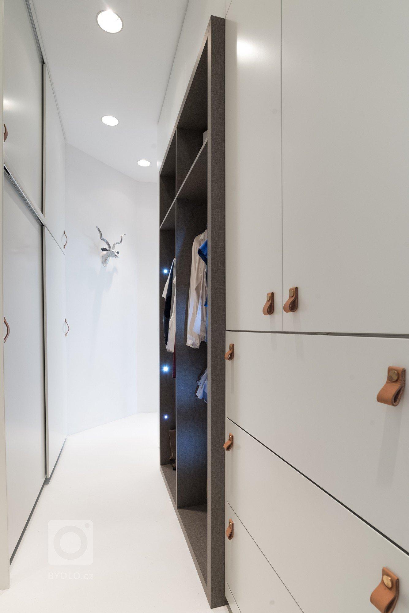Rekonstrukce bytu v secesním domě  Design: OOOOX| Ing. Arch. Radka Valová, Ing. Arch. Magda Palečková   Dispozice – původní velkorysý byt za dob…