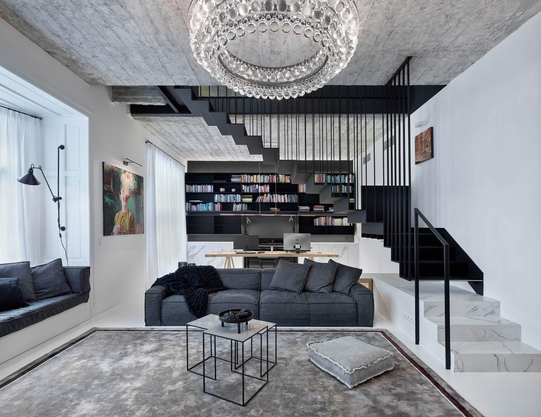 Koncept /barevnost /materiály - mezonetový byt v historickém centrum vznikl spojením dvou bytů nad sebou. Dům již v minulosti prošel razantní rekonstrukcí, po…