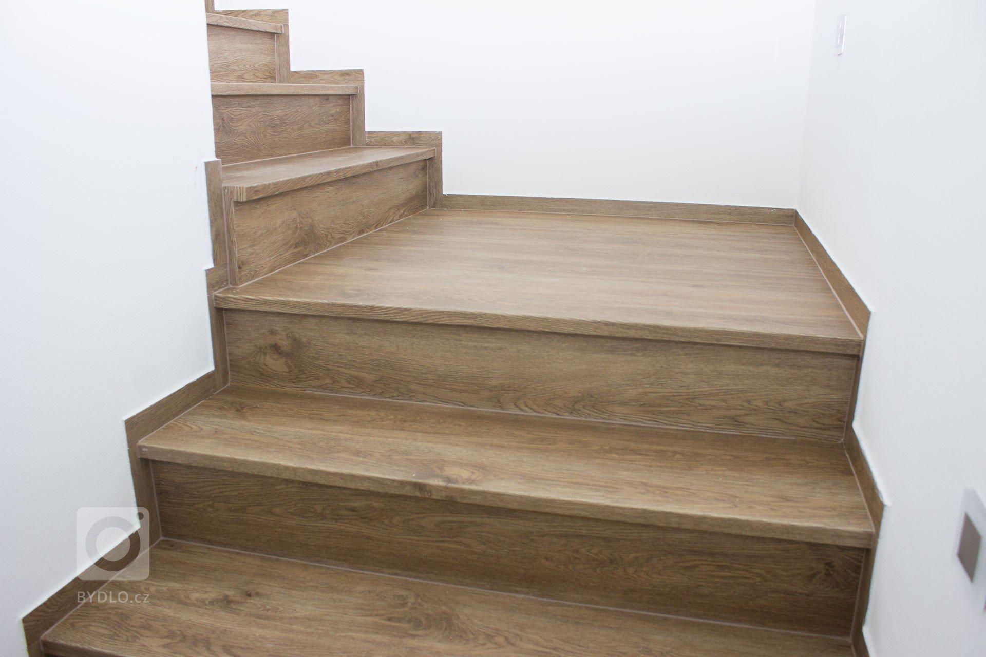 Vinylové schody s nosem