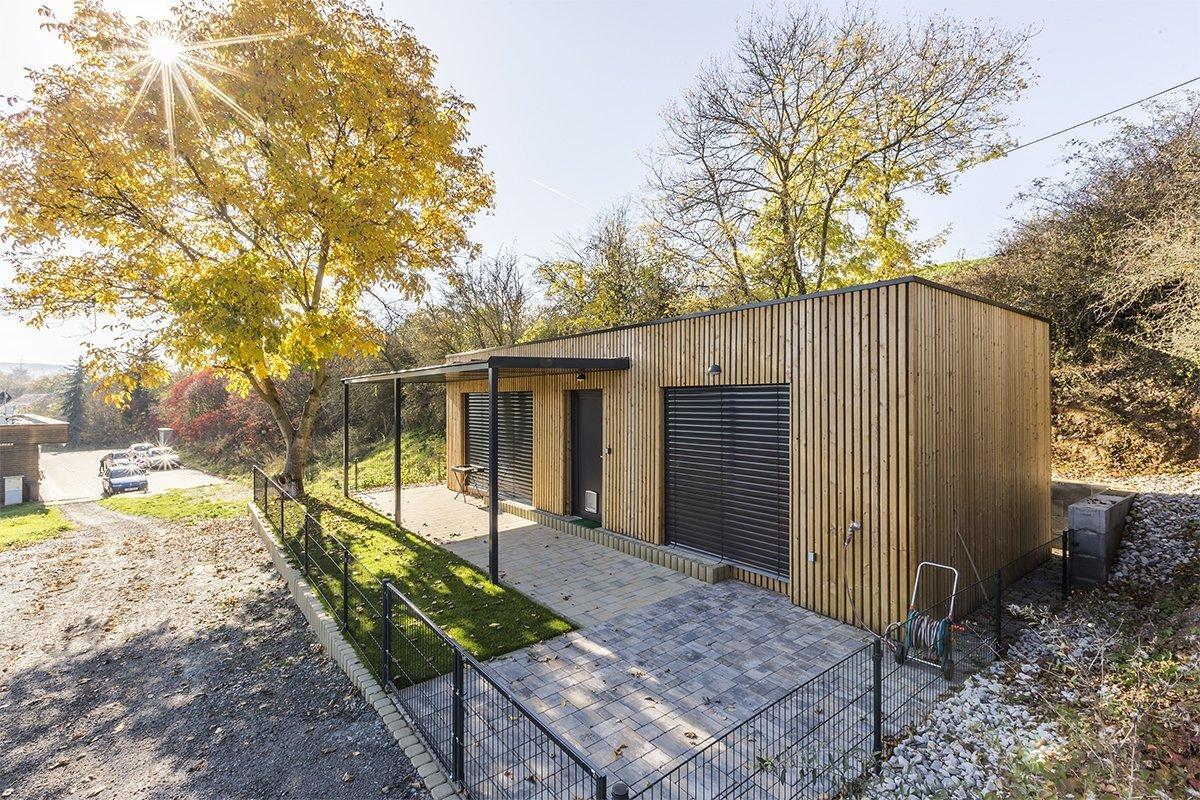 Naše typová dřevostavba 4×10 metrů, kterou klient využívá jako rekreační domek v Dýšiné u Plzně.  Domek je velmi dobře situován na jih, a tak byla okna…